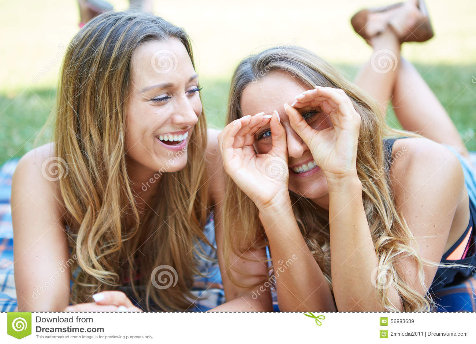 Due amici femminili