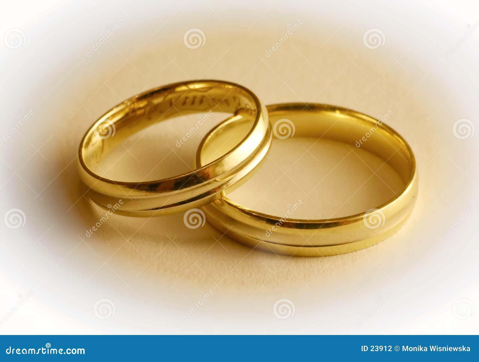 Download Due Anelli Di Cerimonia Nuziale Fotografia Stock - Immagine di romanzesco, impegno: 23912