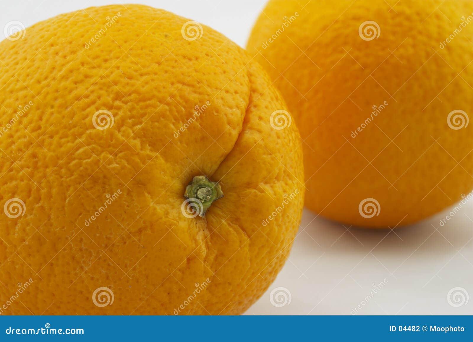 Due aranci, fossette del gambo del primo piano