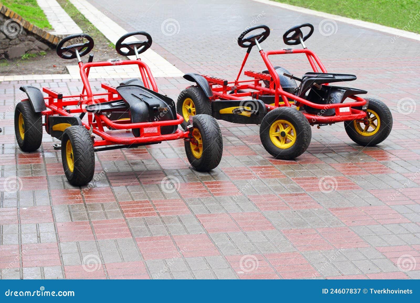 Due Biciclette A Quattro Ruote Immagine Stock Immagine Di Esterno
