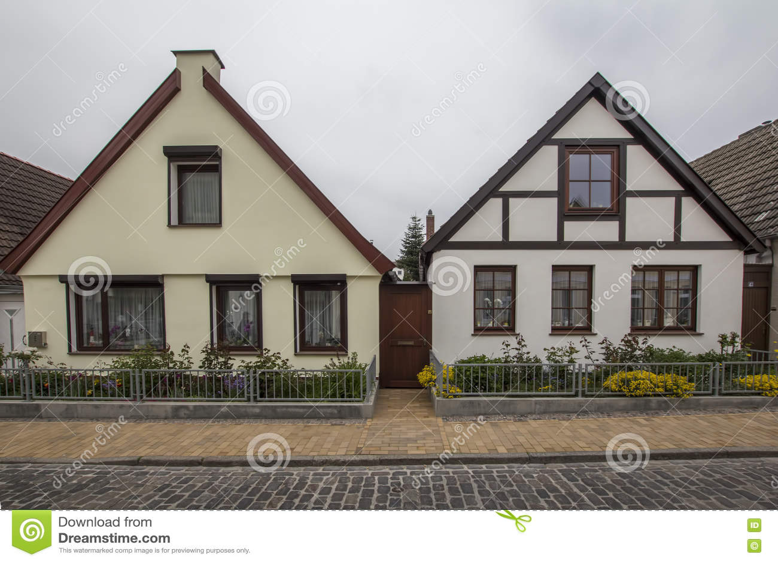 Case A Due Piani due case a due piani semplici in germania immagine stock