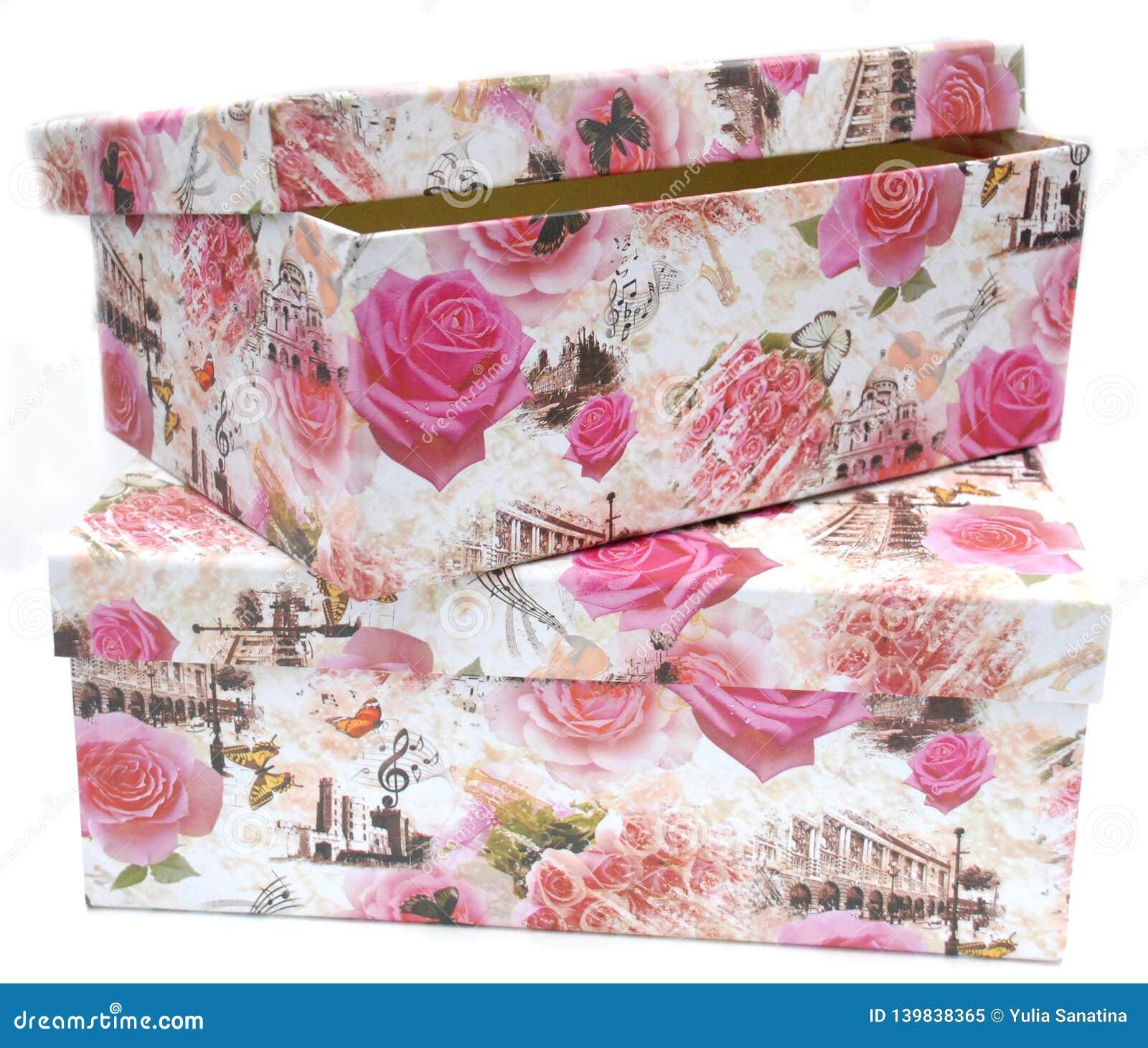 Due contenitori di regalo con la stampa floreale