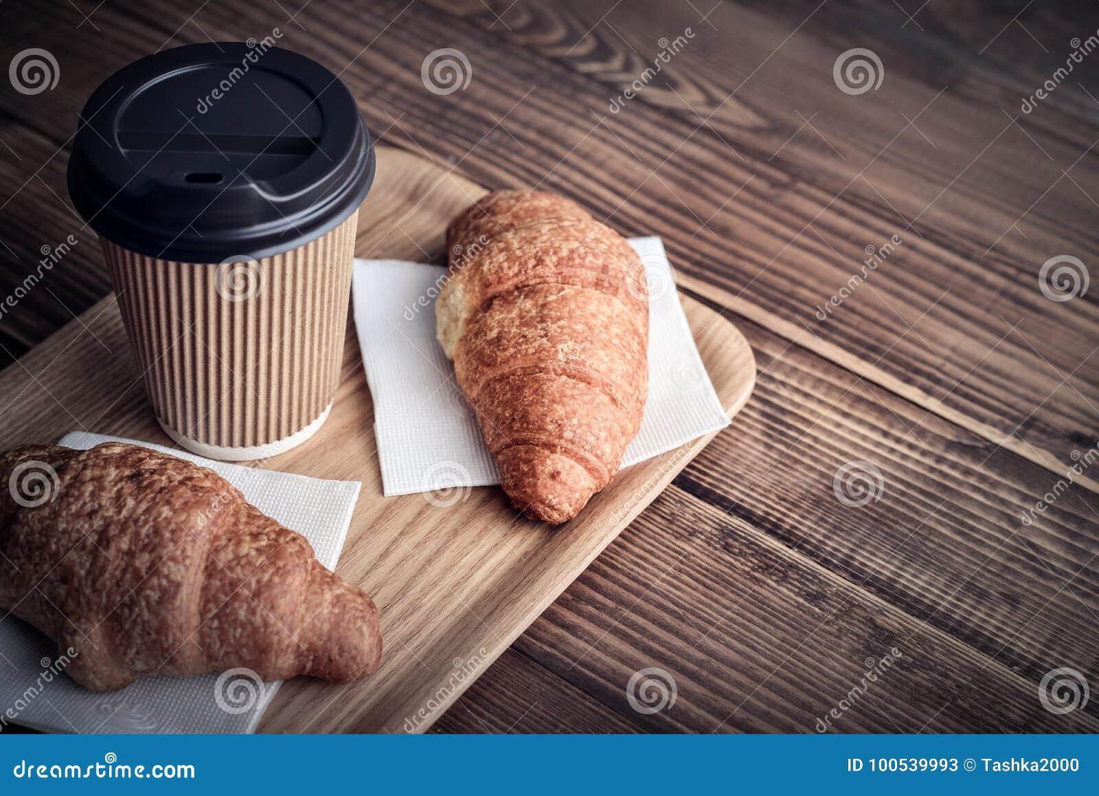 Due croissant e caffè--vanno