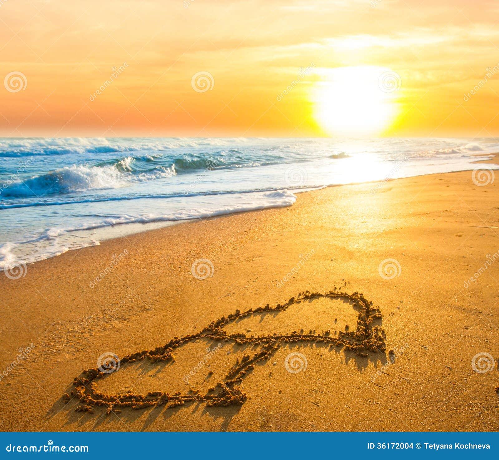 Due cuori sulla sabbia della spiaggia fotografia stock for Disegni della casa sulla spiaggia