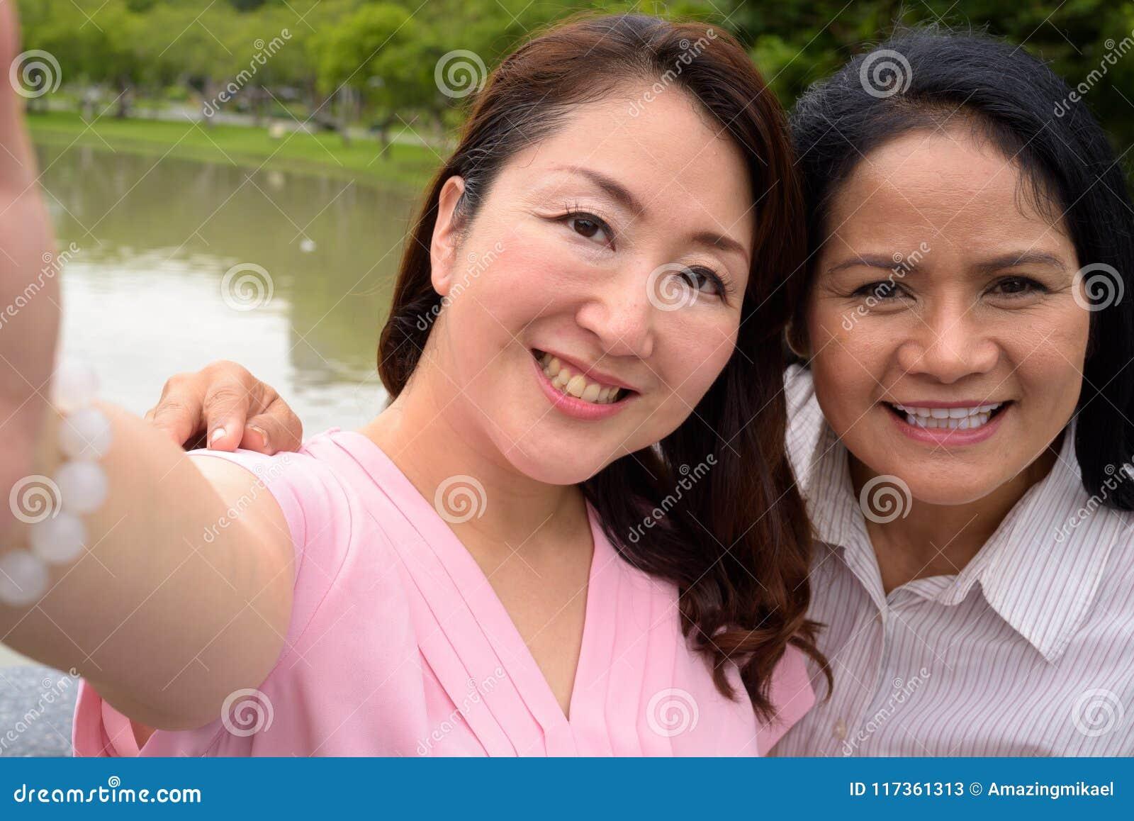 lesbiche giovani e mature
