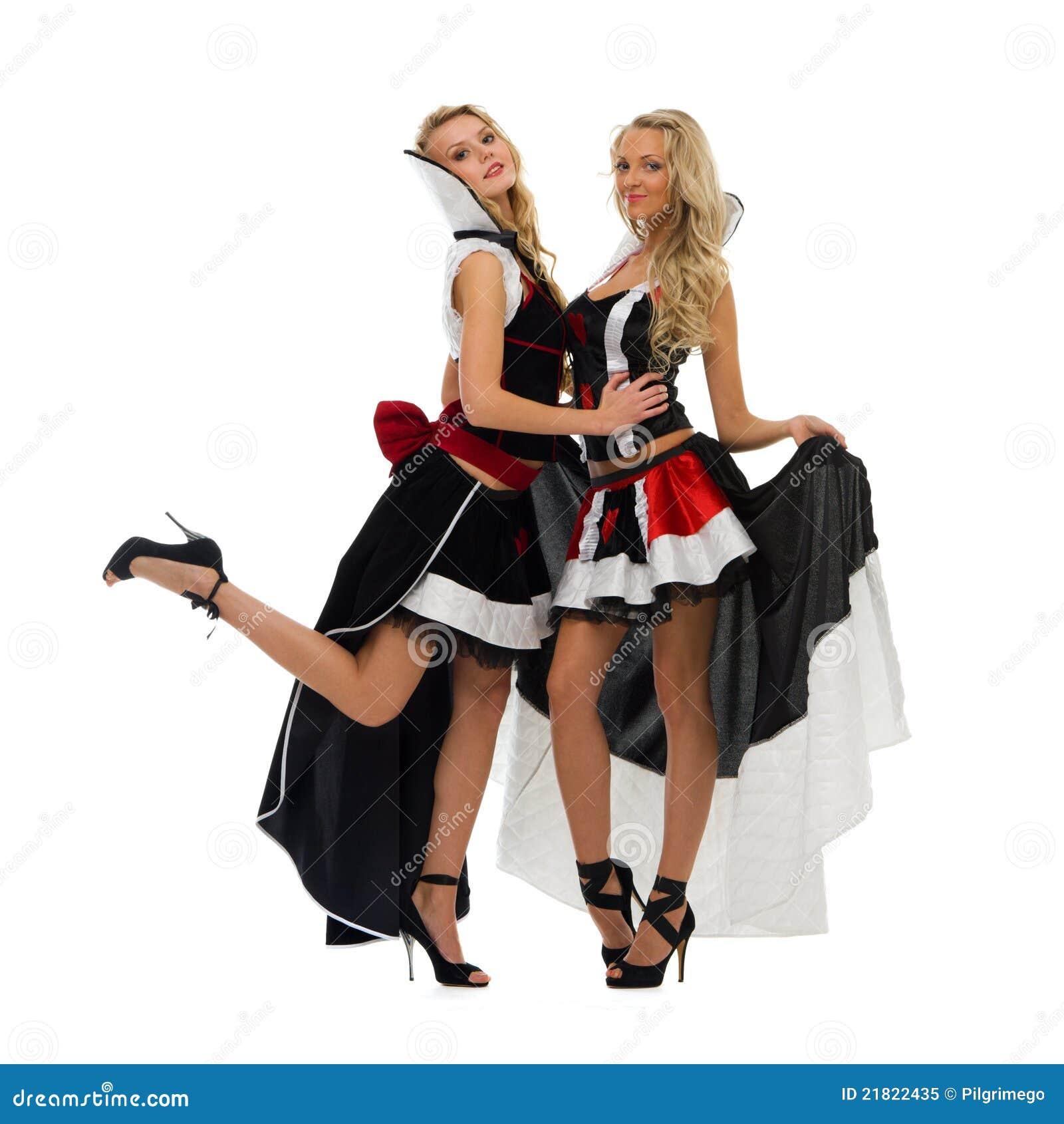 Vendita costumi carnevale donna, travestimenti pirati e anni 20,30, uniformi e divise, abiti storici costumi cartoni animati e serie tv, oltre che principesse e fatine.