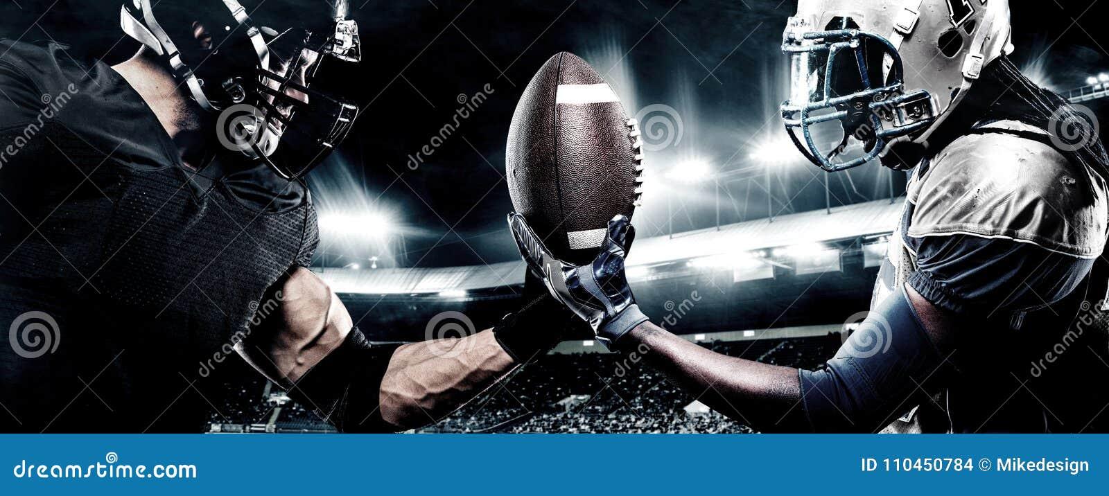 Due giocatori dello sportivo di football americano sullo stadio Concetto di sport