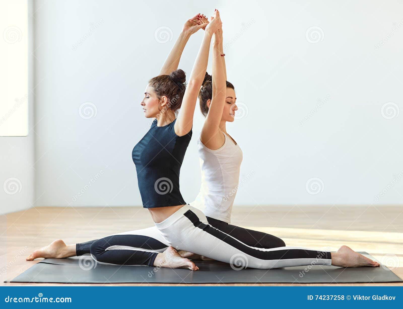 Fabulous Yoga tandem foto stock - Iscriviti Gratis VP38