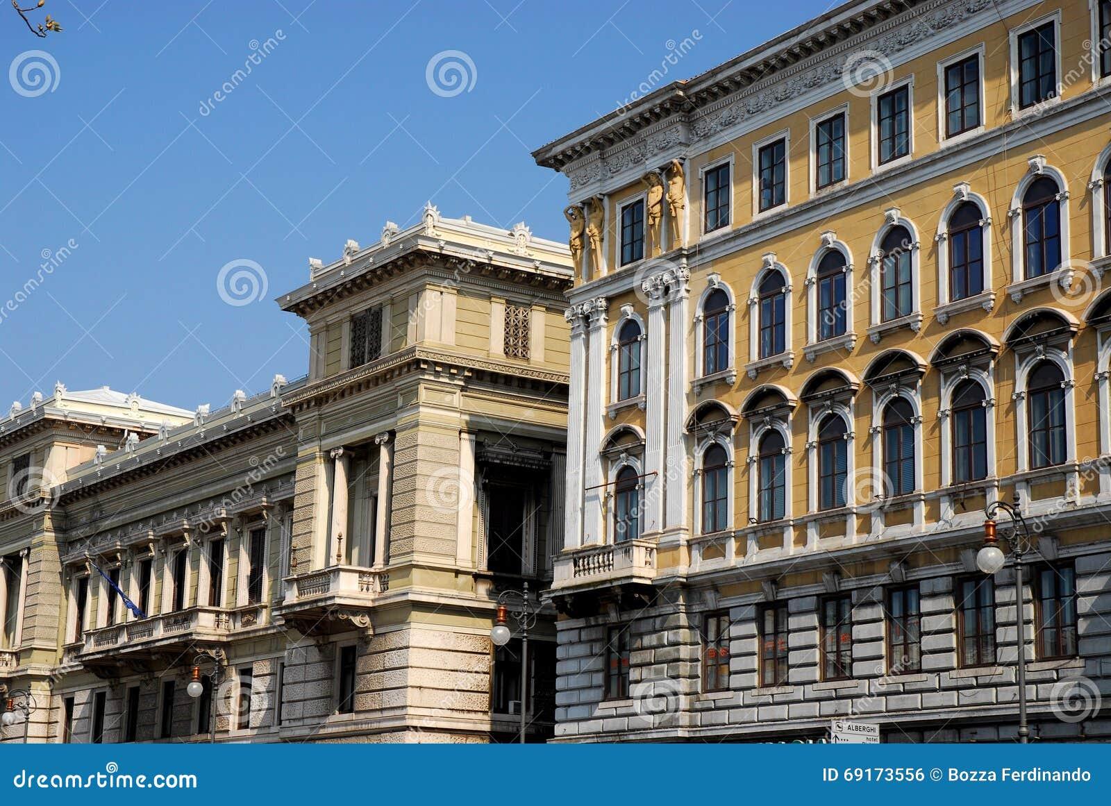 Due grandi e palazzi storici di trieste in friuli venezia for Palazzi davvero grandi