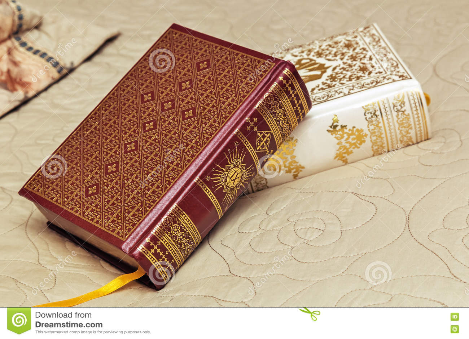 Due Libri In Belle Rilegature Immagine Stock Immagine Di Storia