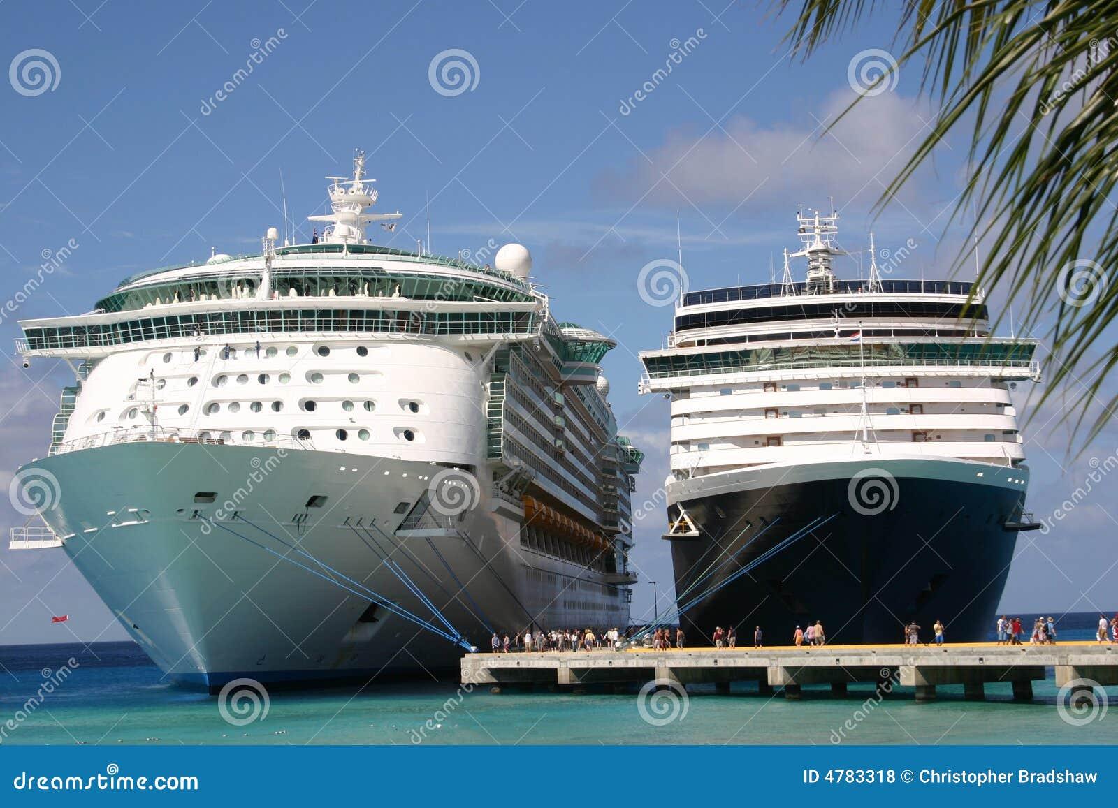 Due navi da crociera