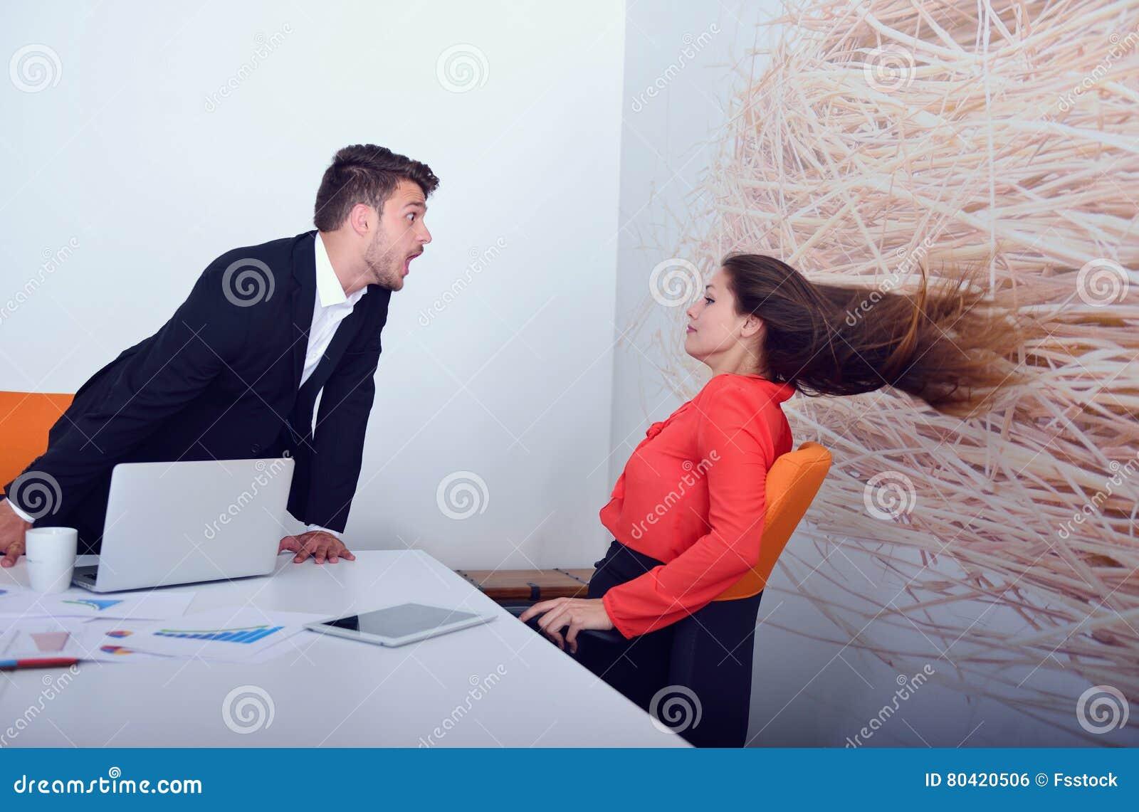 Persone Arrabbiate Immagini.Due Persone Di Affari Arrabbiate Che Discutono