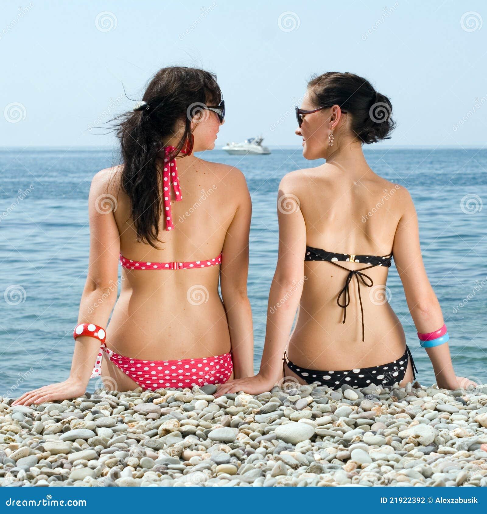 Famoso Due ragazze al mare foto stock - Iscriviti Gratis JH87