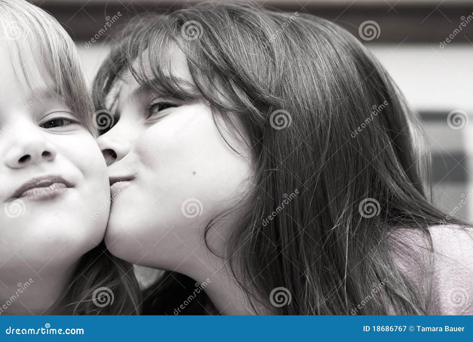 Due ragazze e un bacio