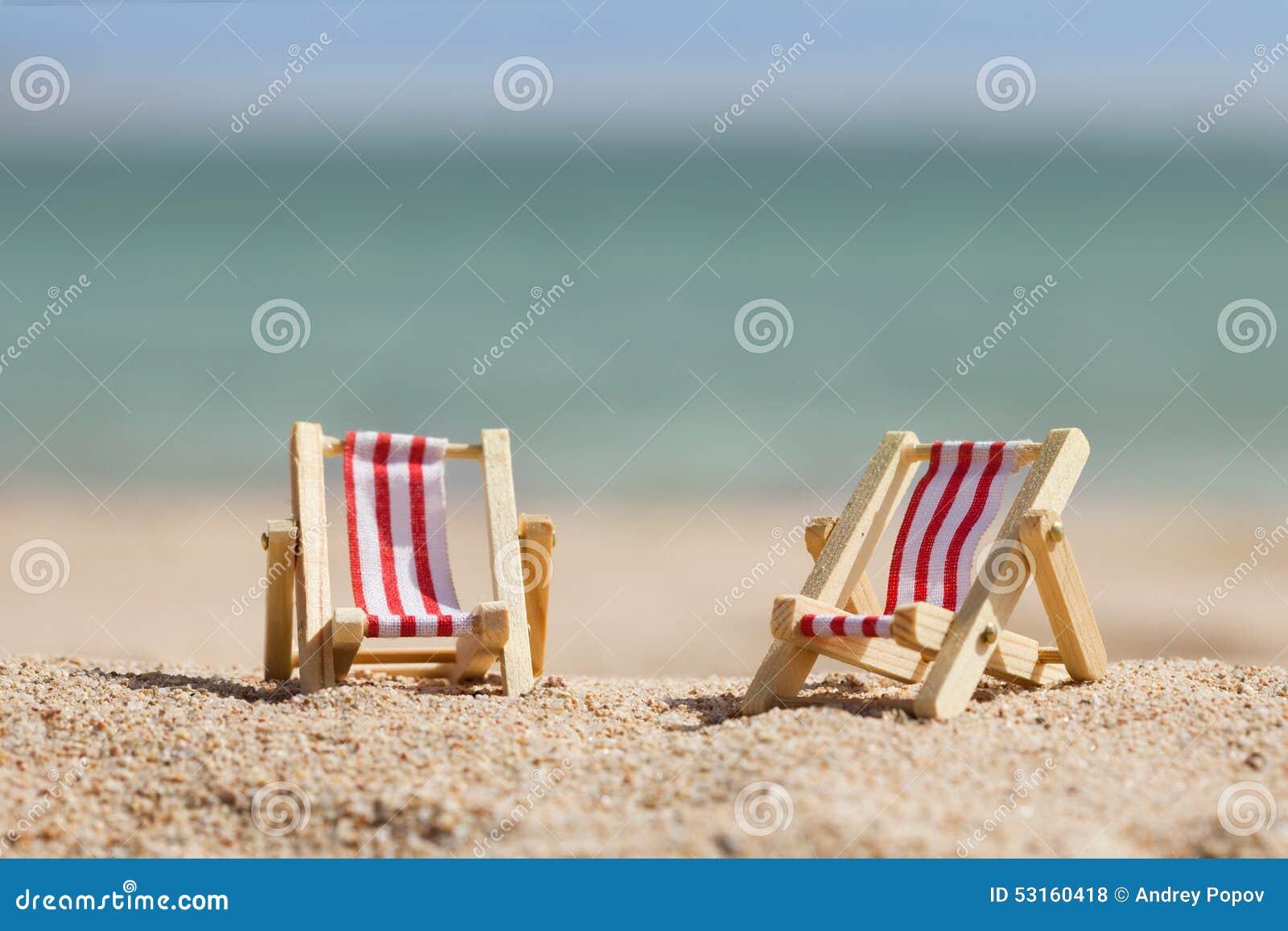 Sedie A Sdraio In Miniatura.Due Sedie A Sdraio Miniatura Fotografia Stock Immagine Di Mare