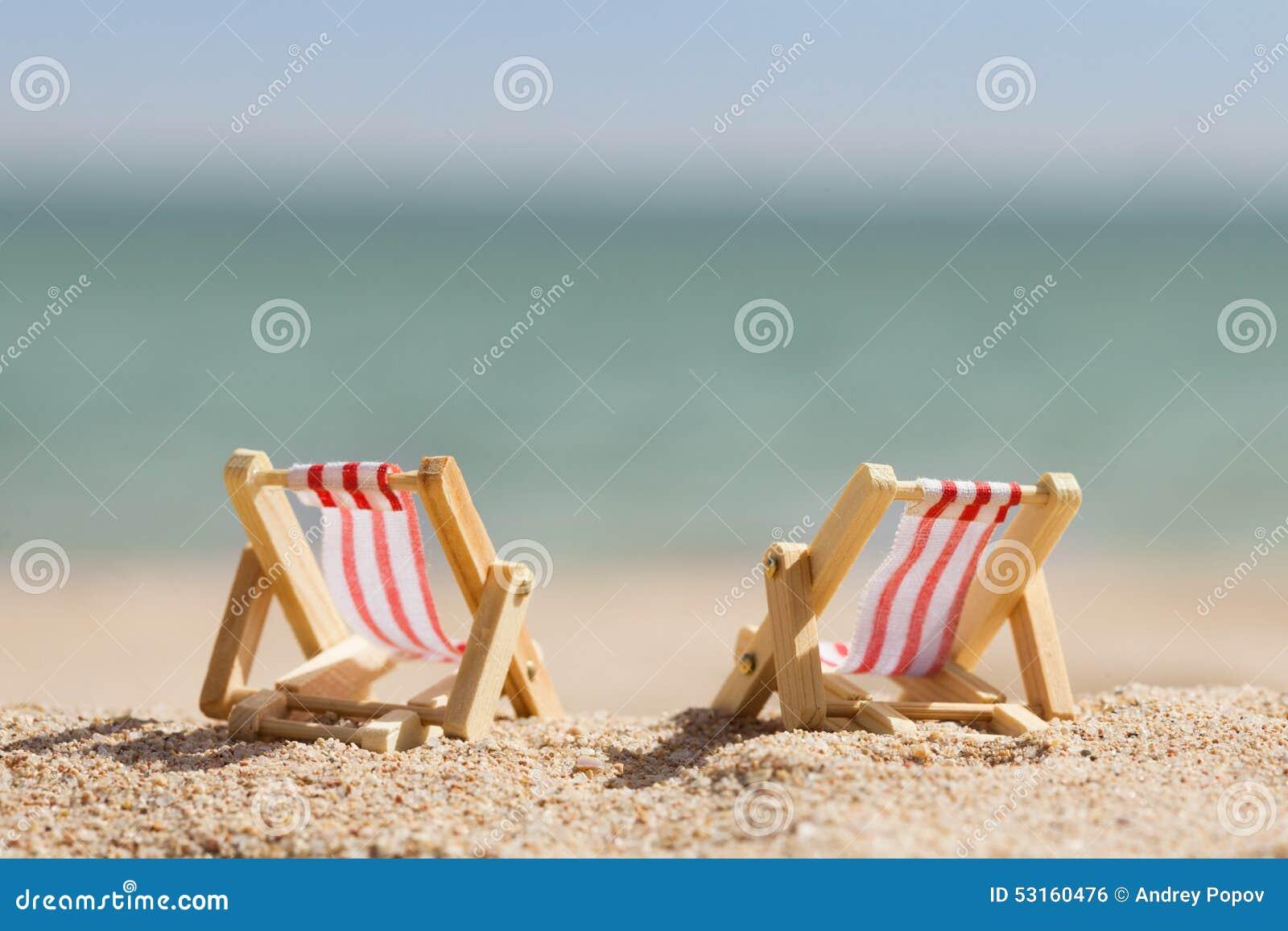 Sedie A Sdraio In Miniatura.Due Sedie A Sdraio Miniatura Fotografia Stock Immagine Di Calma