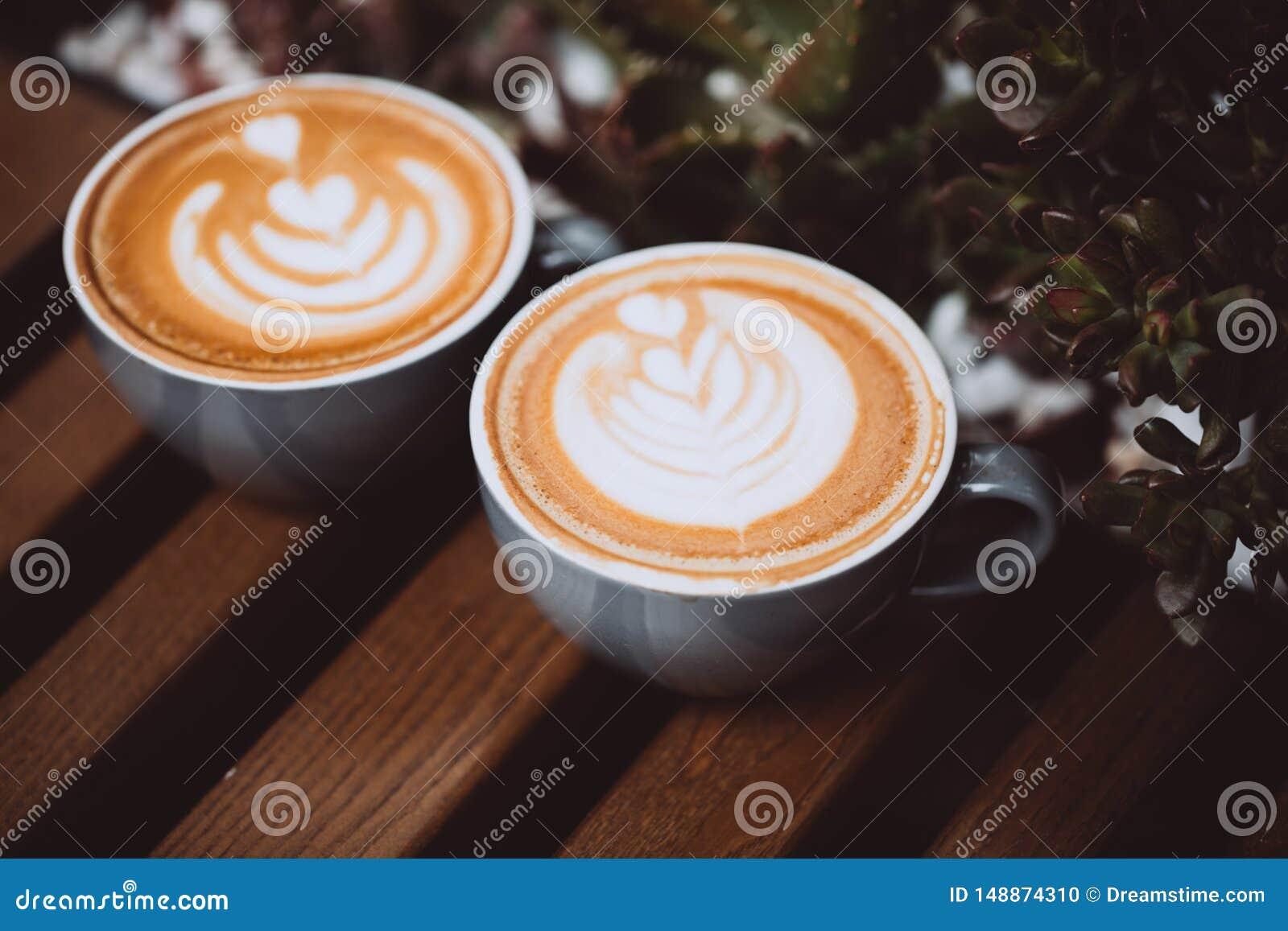 Due tazze di cappuccino