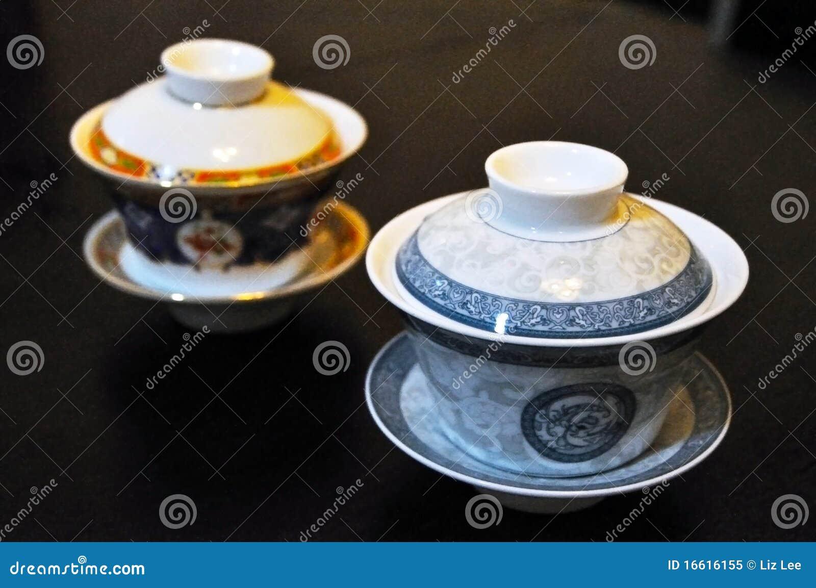 Due tazze di t cinesi fotografia stock libera da diritti for Oggetti tradizionali cinesi
