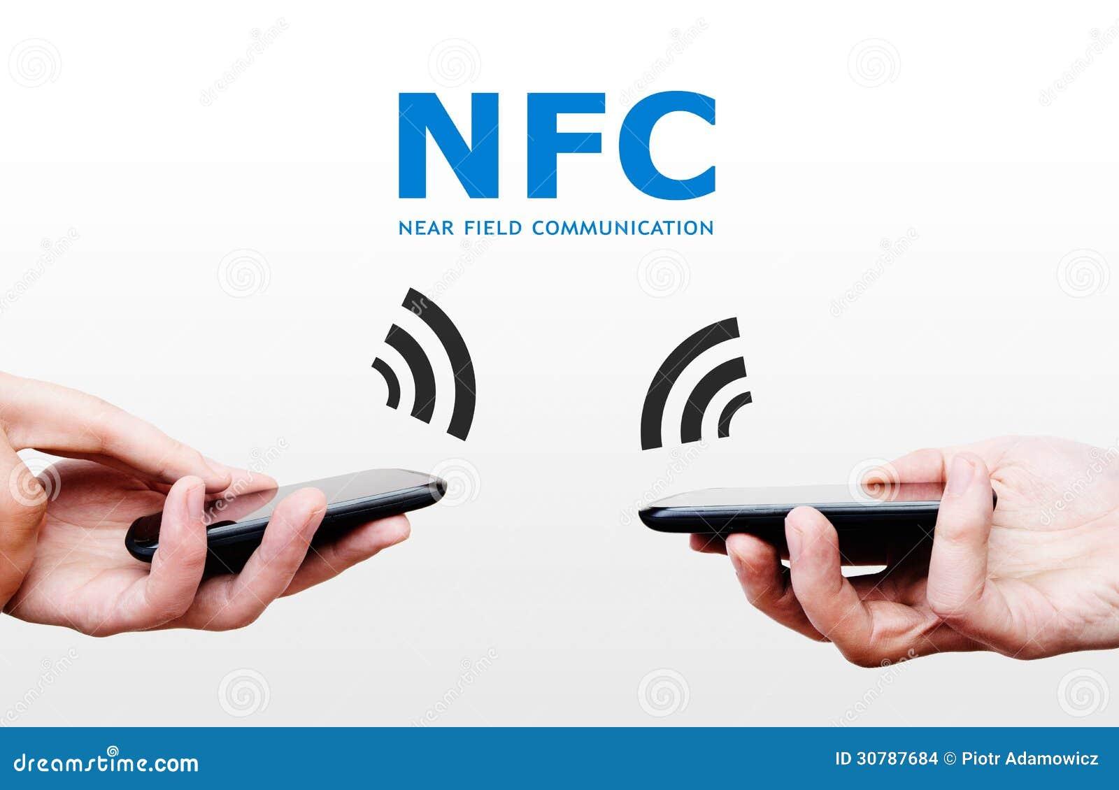 Due telefoni cellulari con tecnologia di pagamento di NFC. Vicino al commun del campo