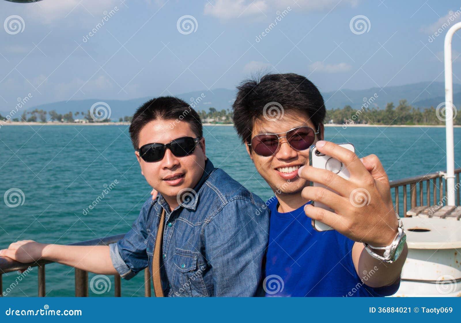 Download Due uomini immagine stock. Immagine di foto, schermo - 36884021