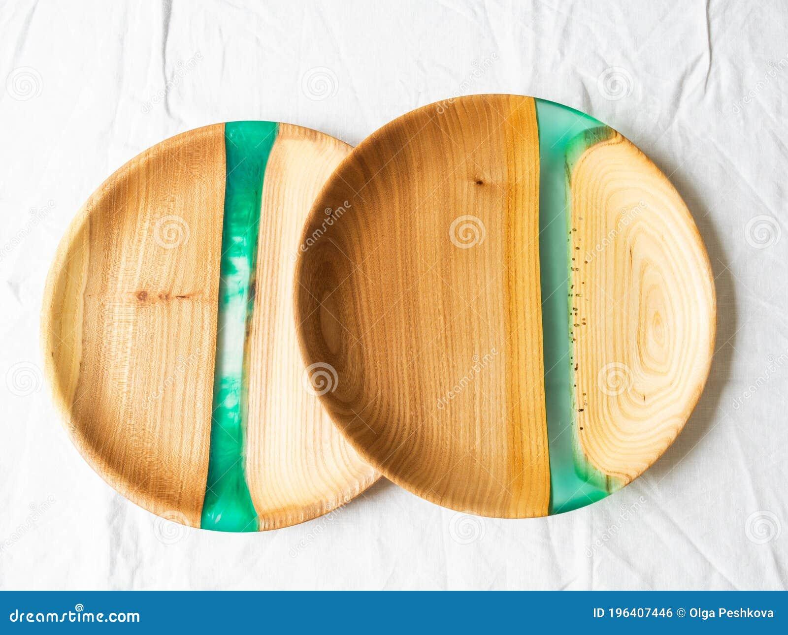 Due Vassoi Di Legno Rotondi Con Inserti Di Resina Verde Su Fondo Bianco Vista Dall Alto Copia Spazio Fotografia Stock Immagine Di Oggetto Materiale 196407446