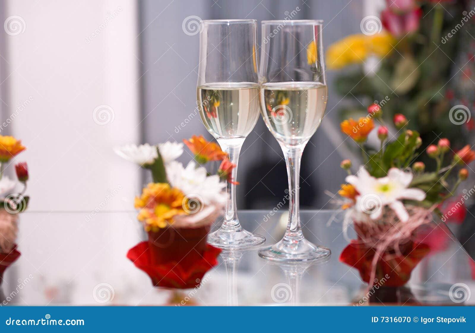 Due vetri con champagne