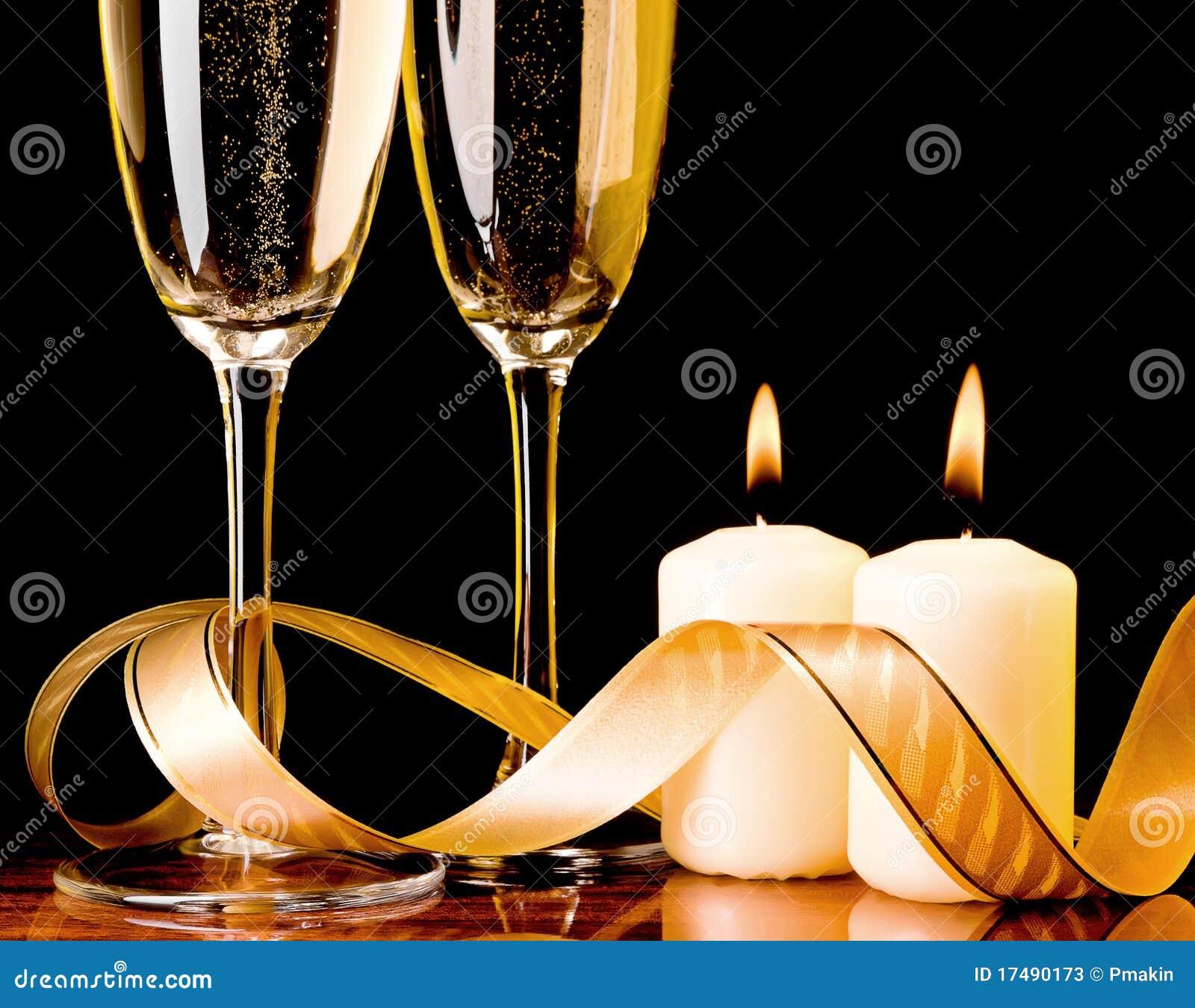 Due vetri con champagne e le candele