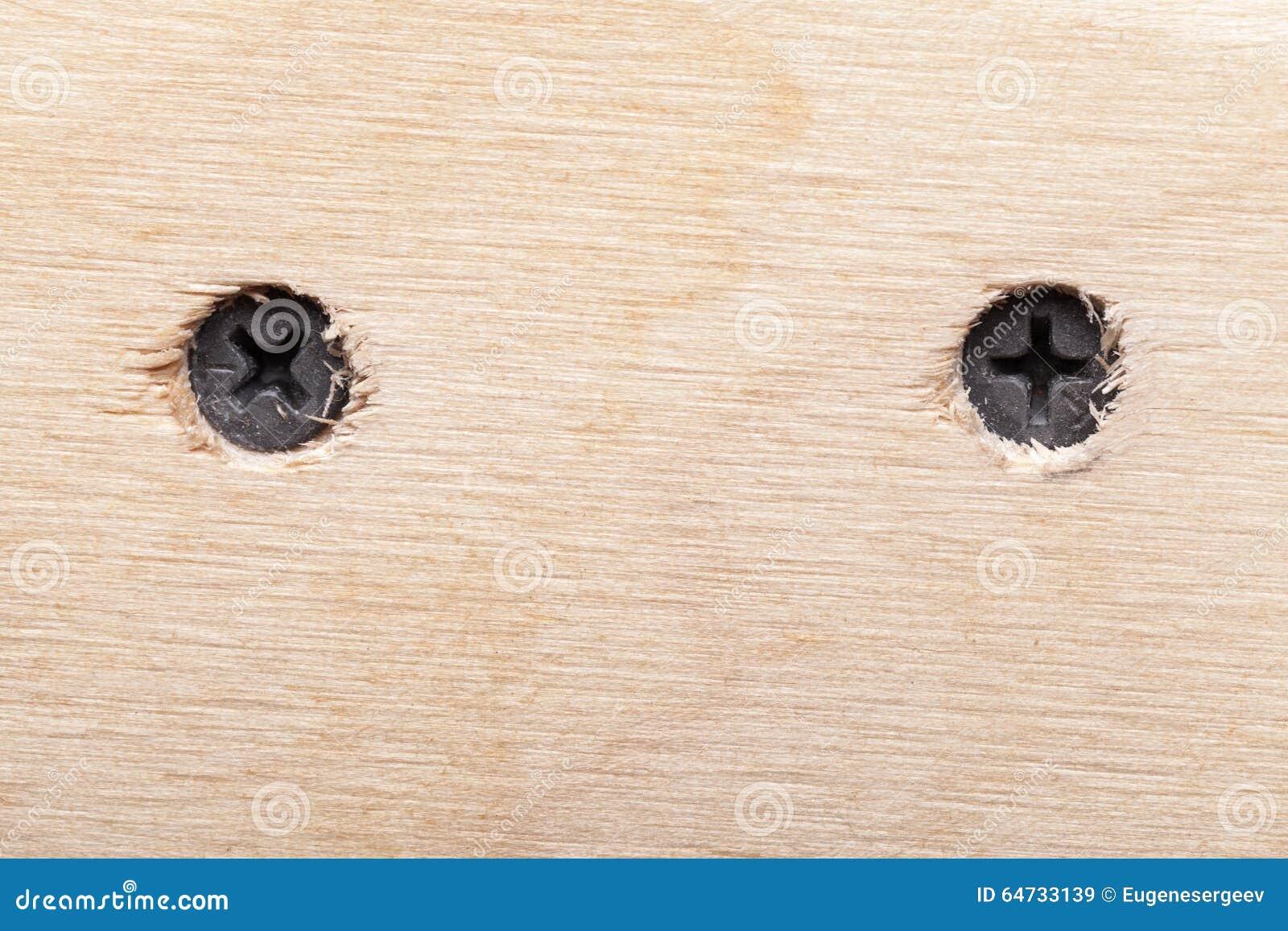 Due viti in plancia di legno ruvida