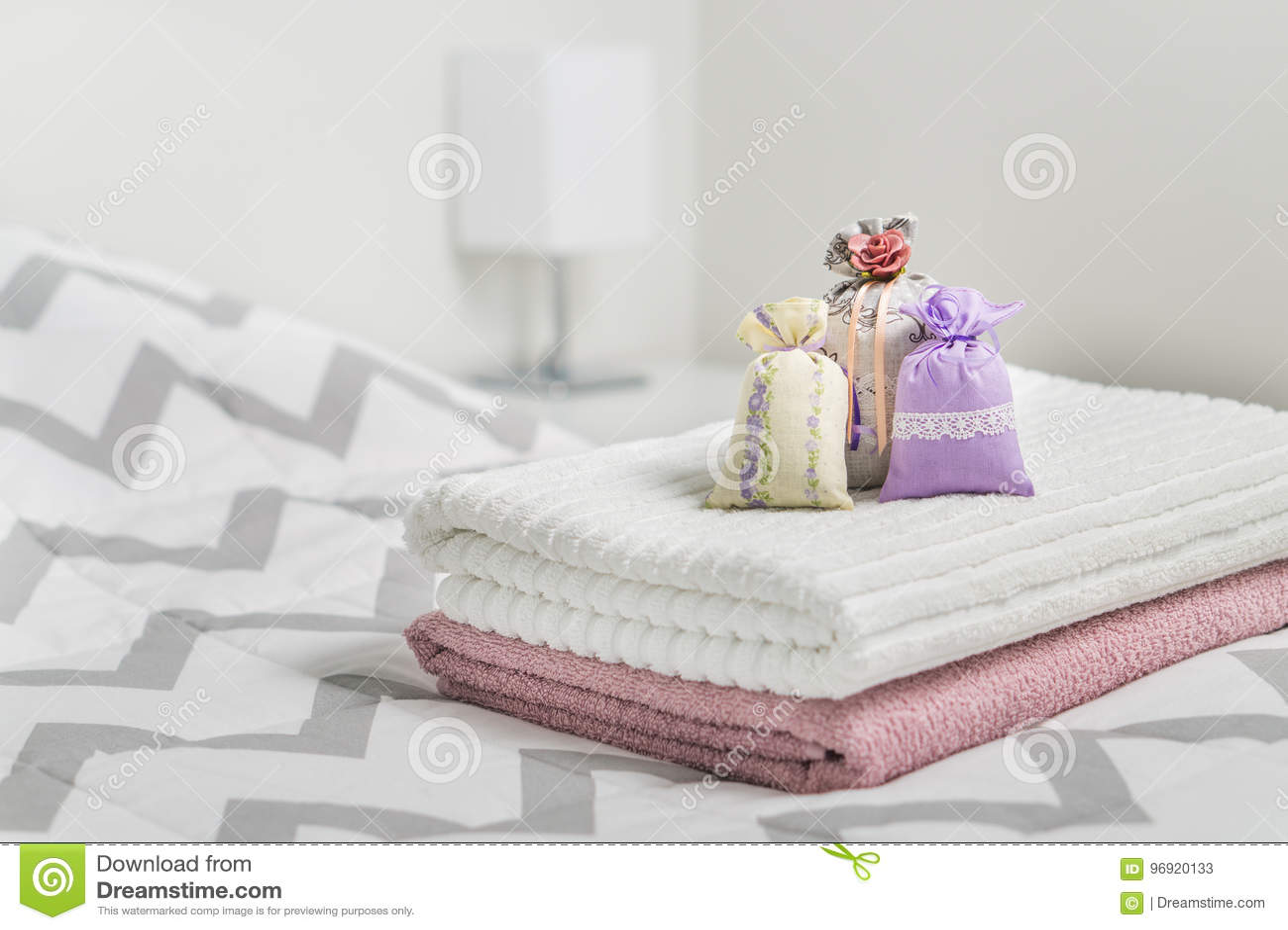 Duftende Kissen Auf Tüchern Auf Bett Wohlriechende Beutel Für ...