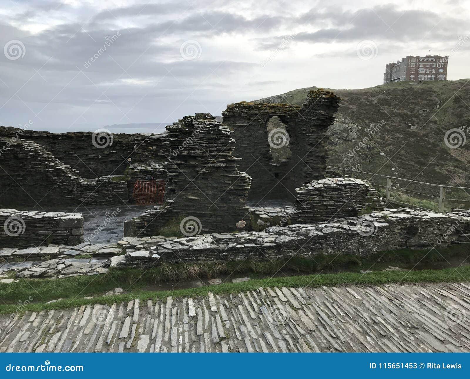 Duke Robert de las ruinas del castillo del ` s 1260 de Devon en los peñascos de Tintagel, Cornualles