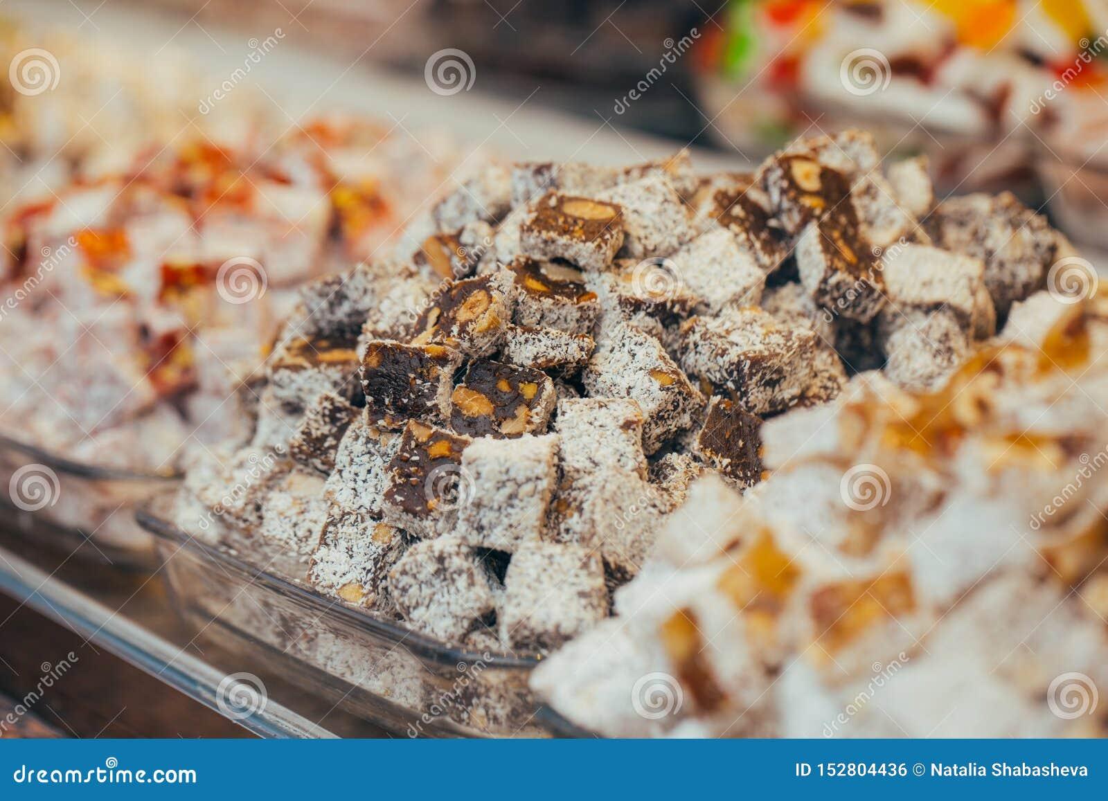 Dulces turcos en el bazar egipcio Estambul Turqu?a