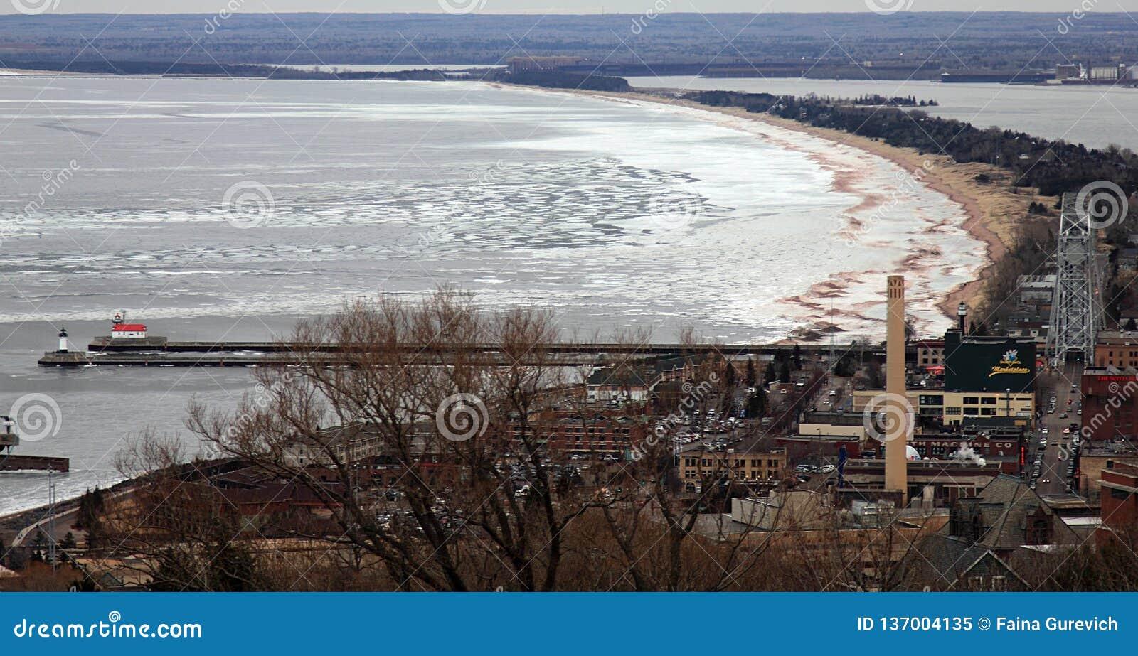 Duluth Minnesota Widok od wysokiego punktu miasteczko na Jeziornym przełożonym