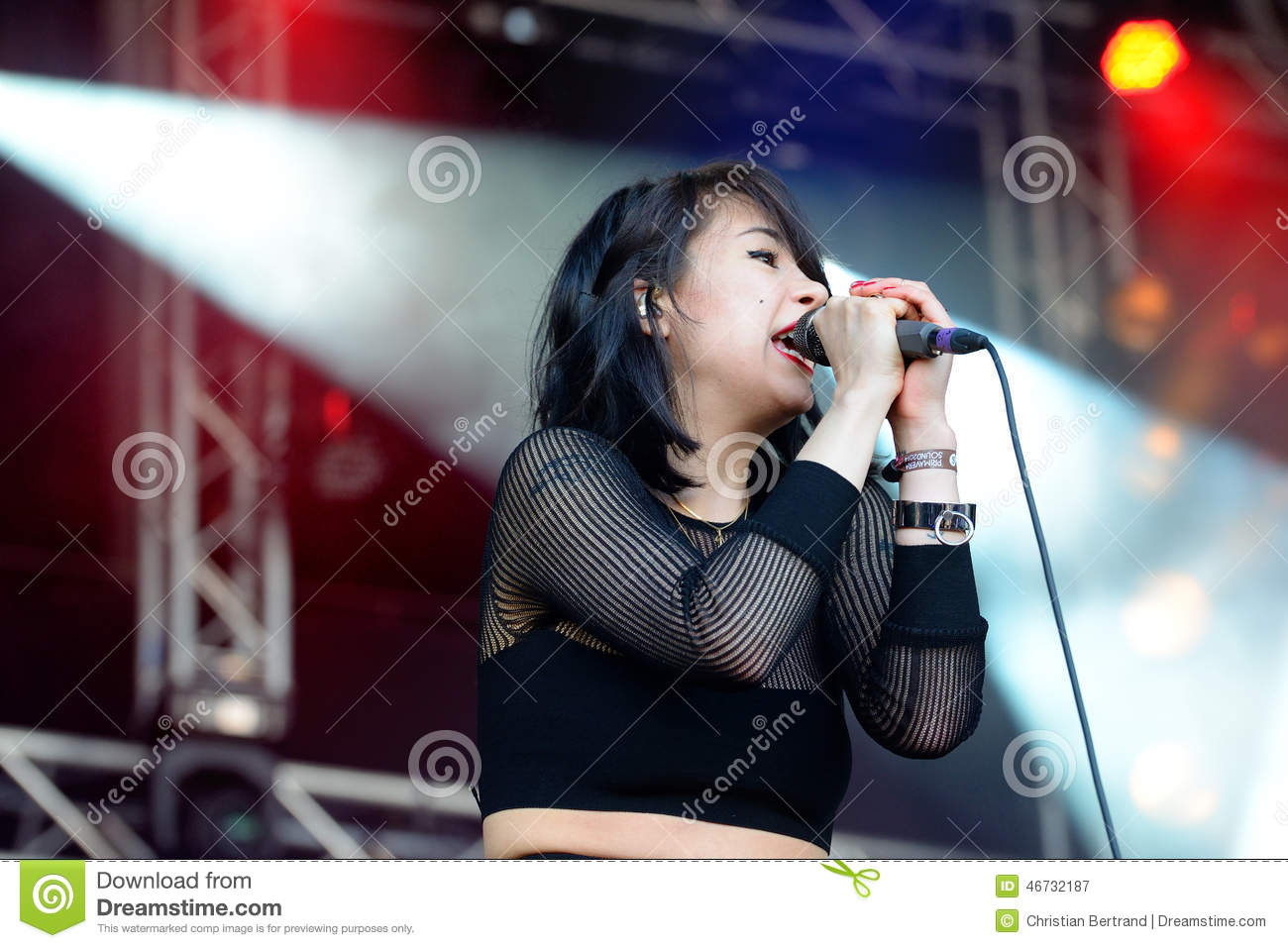 rock sound single girls What are some rock bands with female lead singers gore gore girls - rock gram rabbit - alternative try not to fall in love with the sound of her voice.