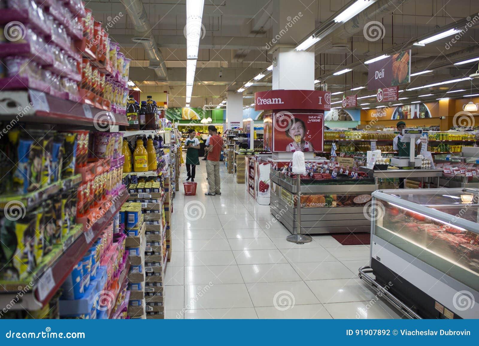 Dumaguete, Filipinas - 26 de novembro de 2016: Supermercado do alimento no shopping
