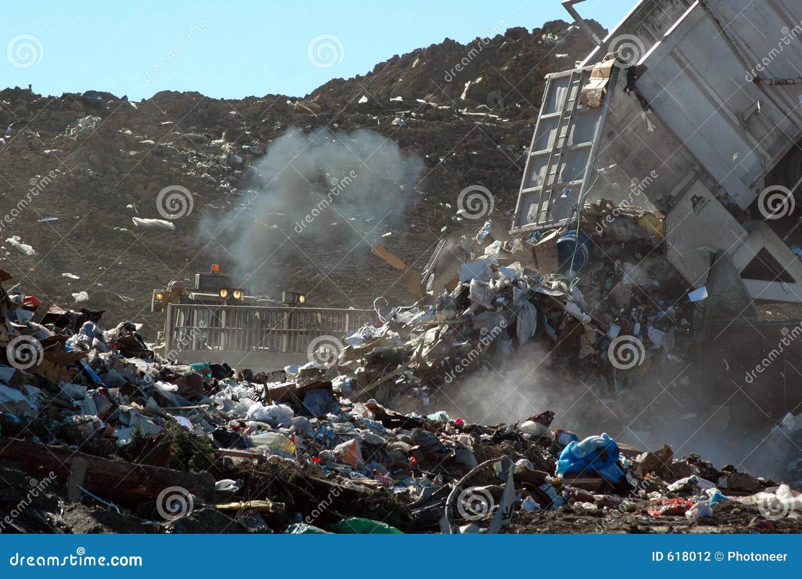 Dumping des ordures au remblai