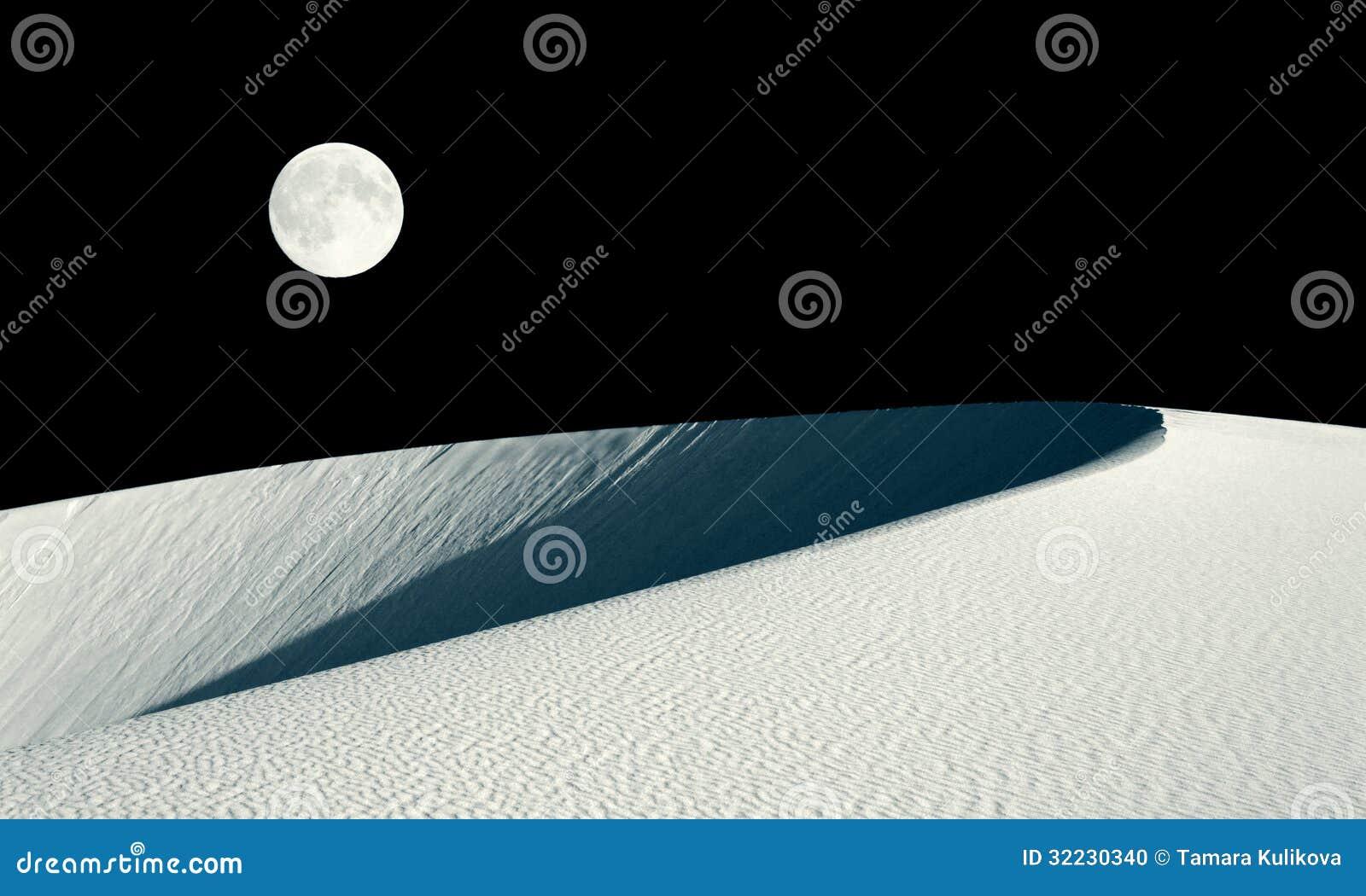 Duna de Barkhan y collage de la Luna Llena