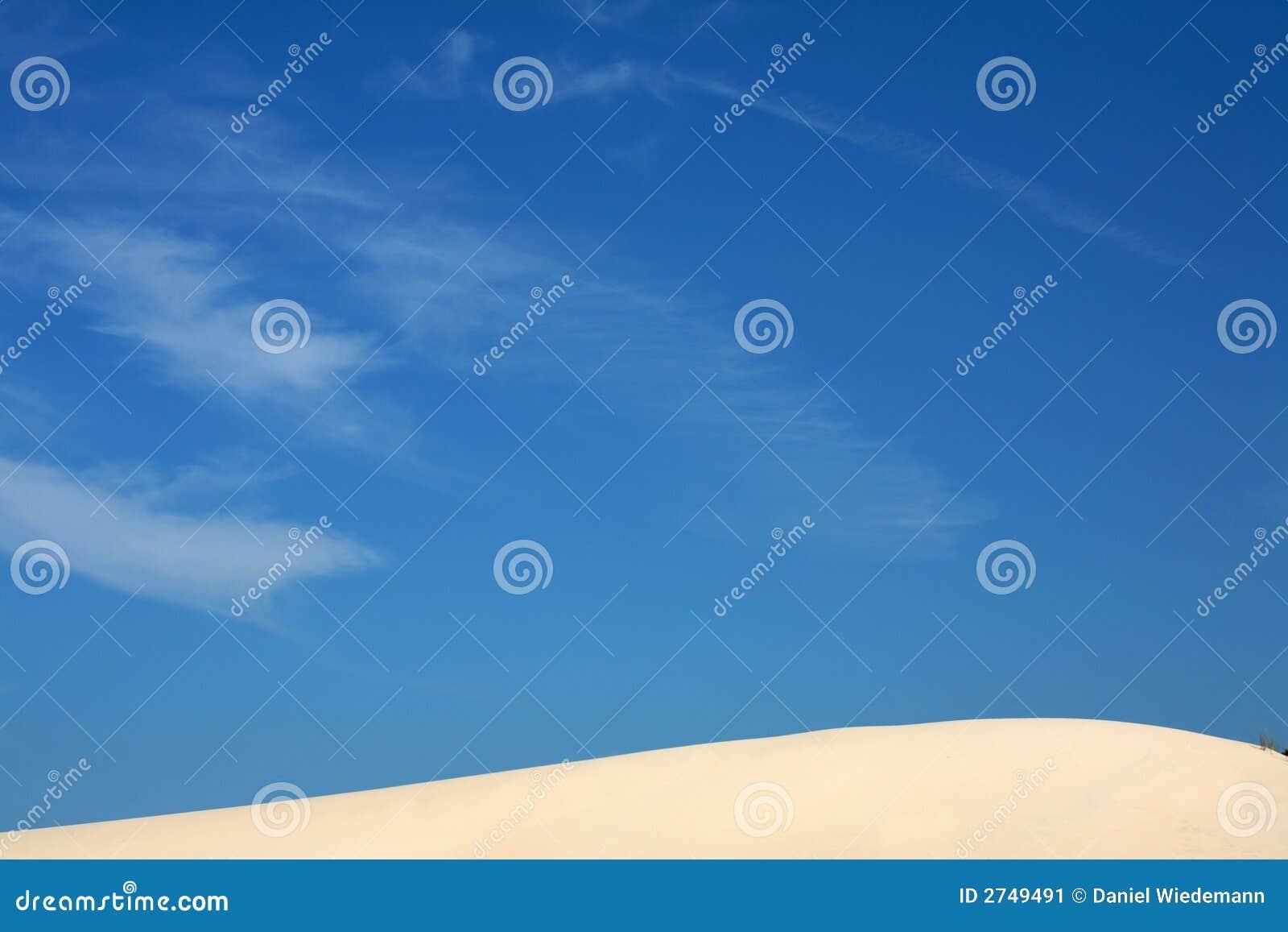 Dunas e céu de areia