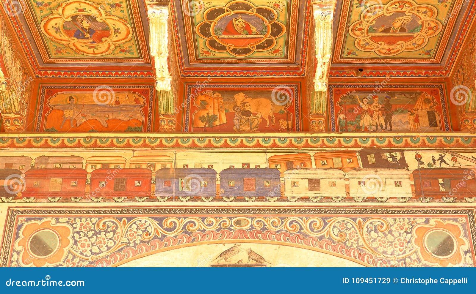 DUNDLOD, РАДЖАСТХАН, ИНДИЯ - 27-ОЕ ДЕКАБРЯ 2017: детали внешних фасадов Haveli с красочными картинами