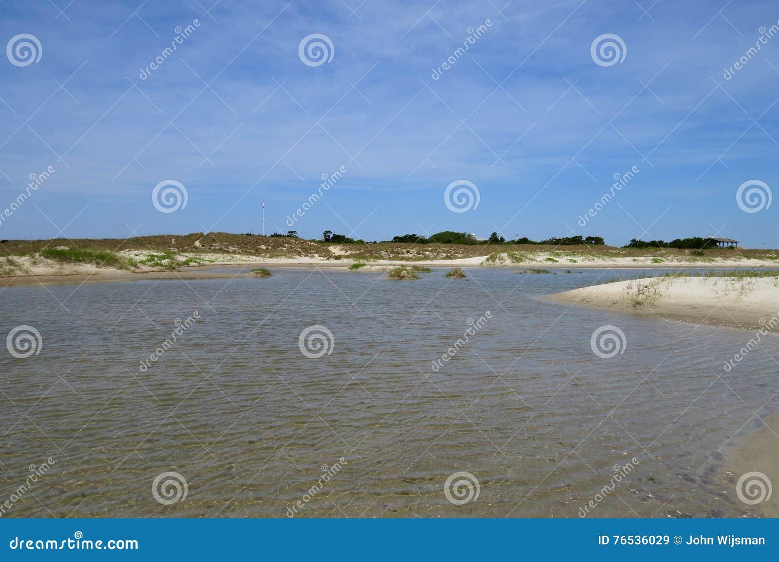 Dunes de sable et piscine de marée au fort Macon