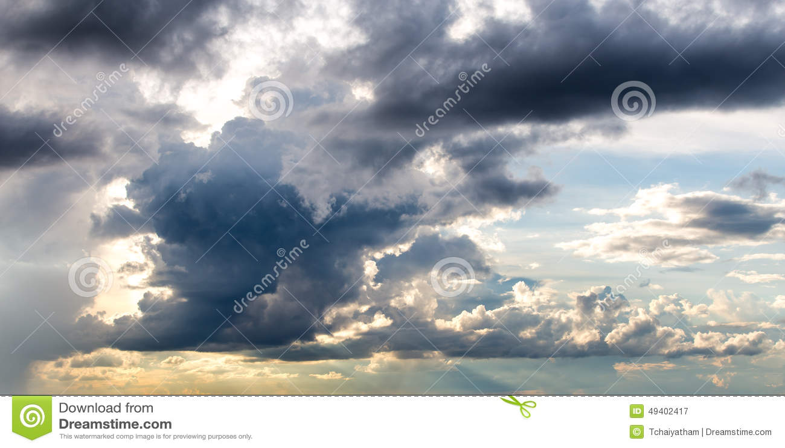 Download Dunkelgrauer Drastischer Himmel Stockbild - Bild von klima, hintergrund: 49402417