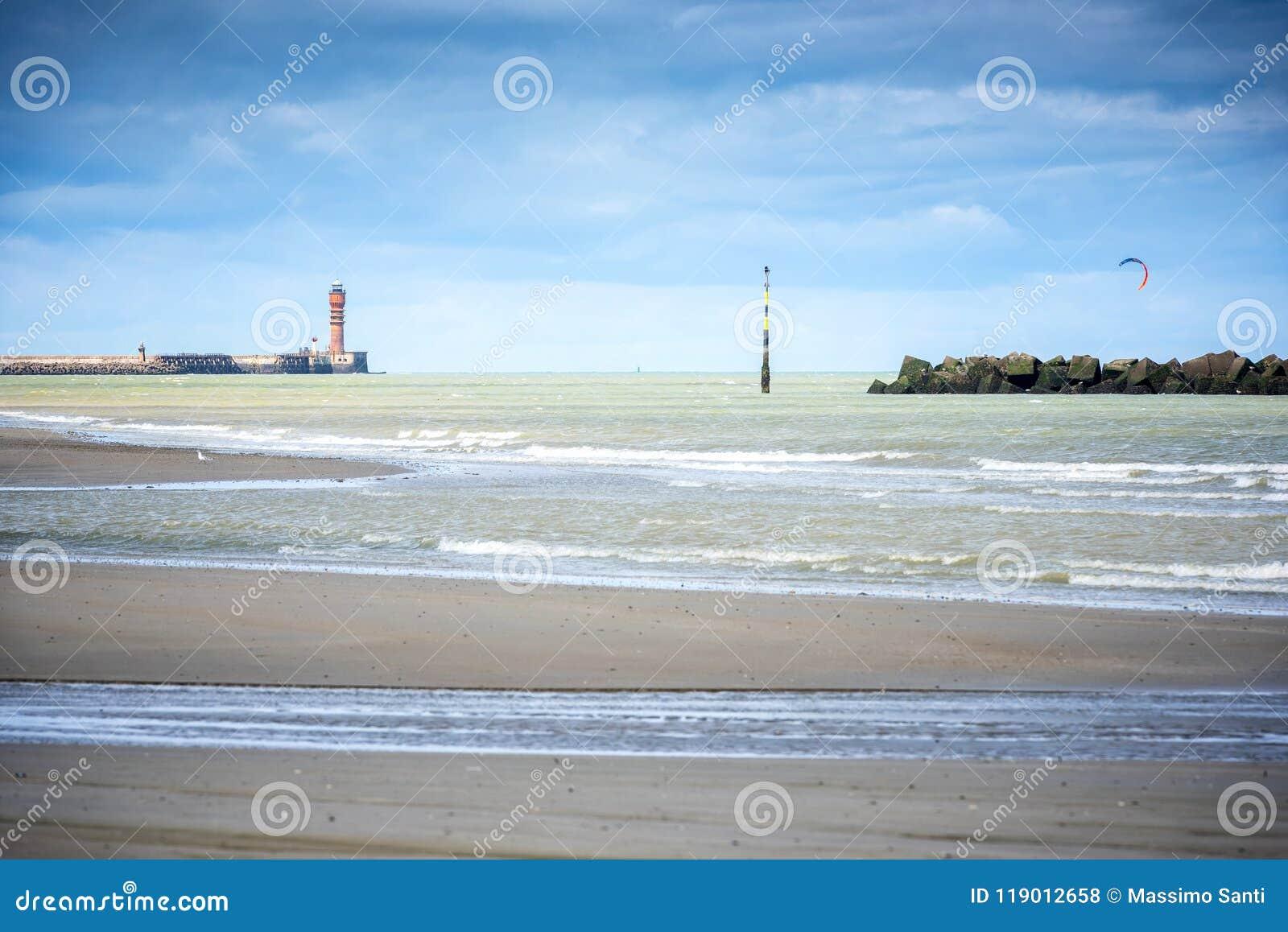 Dunkirk, a praia larga famosa para França o mais conhecido para a evacuação britânica durante a segunda guerra mundial Pas de Cal