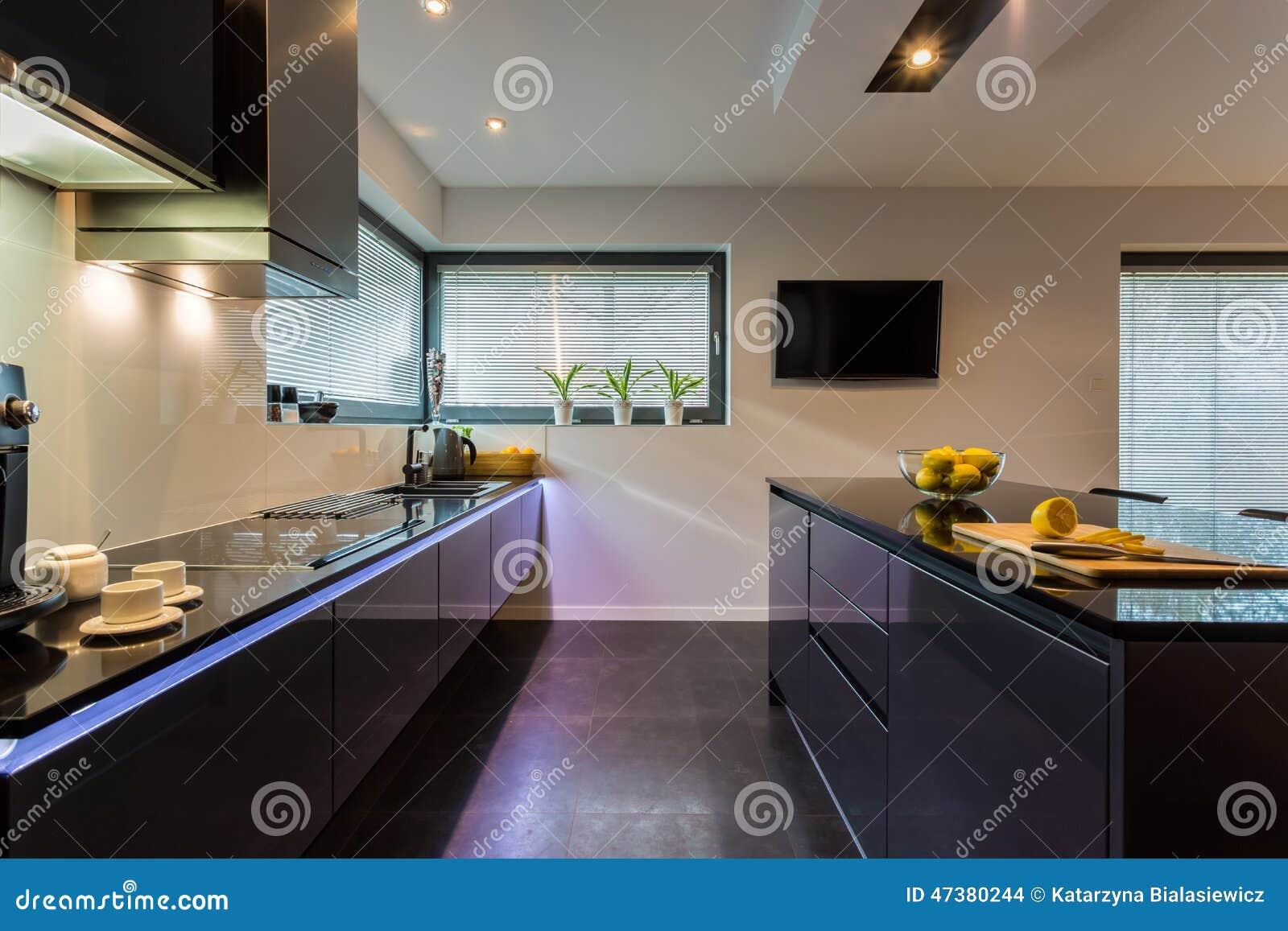 dunkle möbel in der küche stockfoto - bild: 47380244 - Dunkle Kche