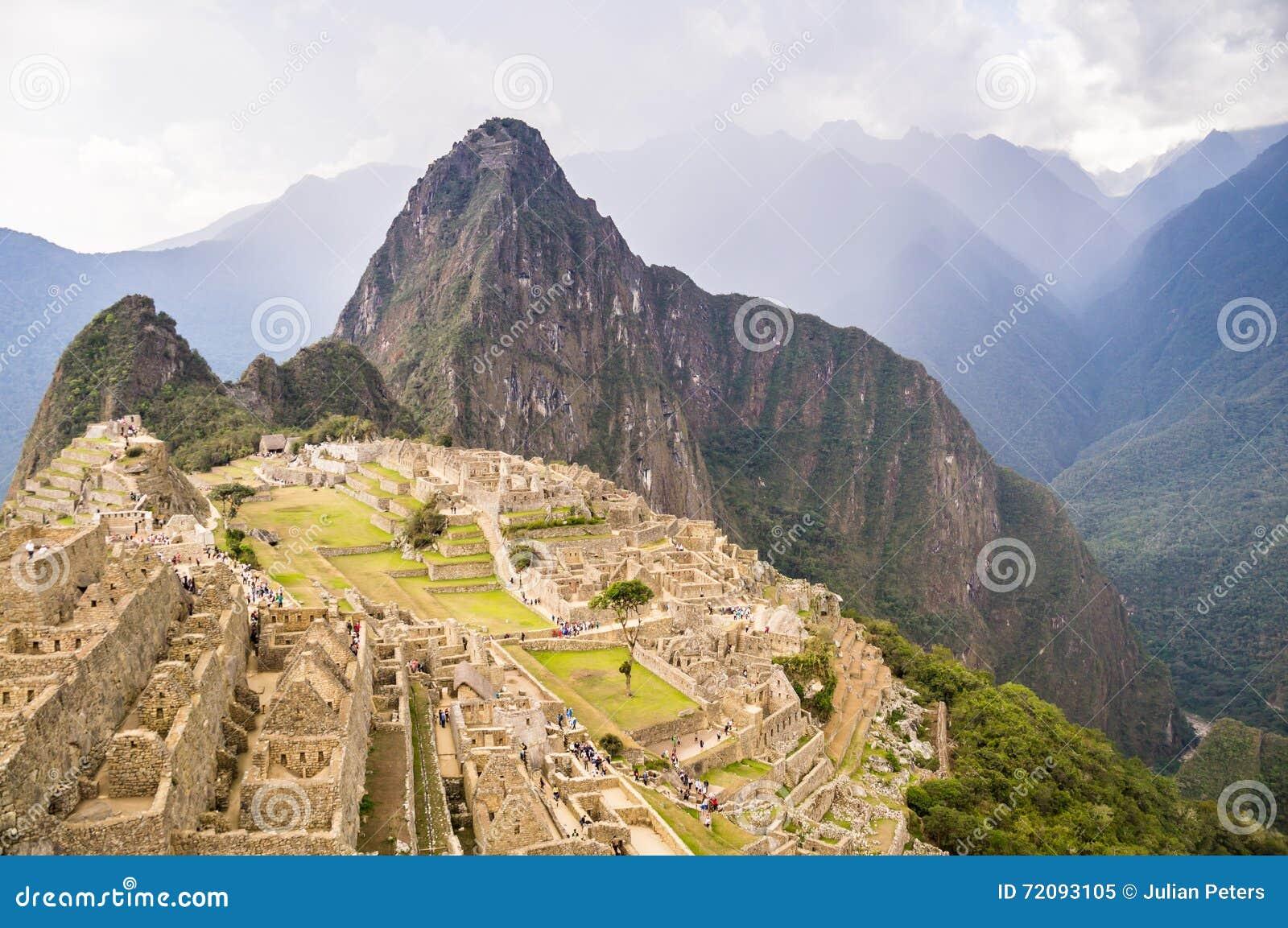 Dunkle Wolken über Inkastadt Machu Picchu