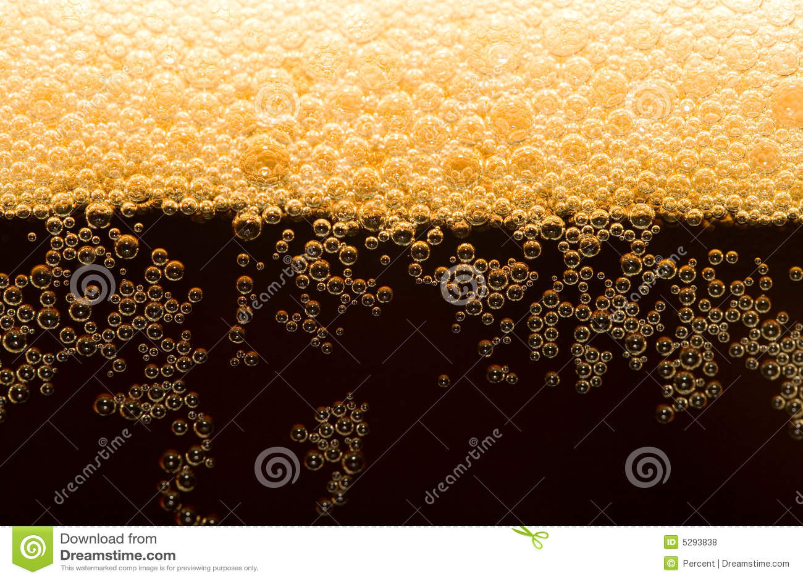 Dunkles Bier mit Schaumgummi