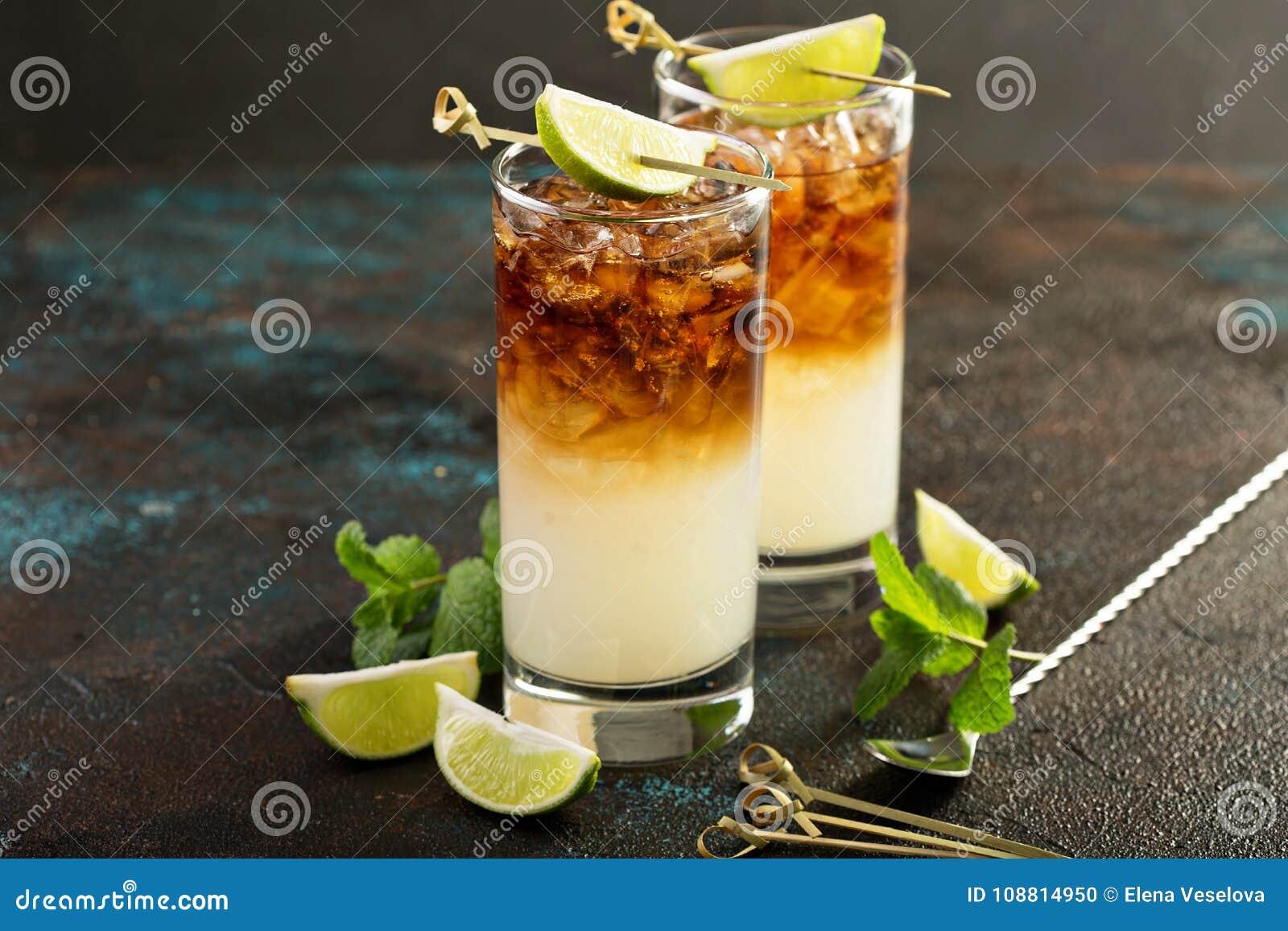 Dunkles und stürmisches Cocktail