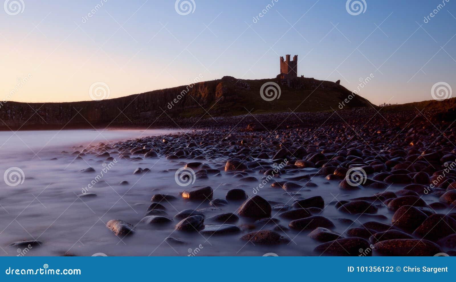 Dunstanburghkasteel bij schemer