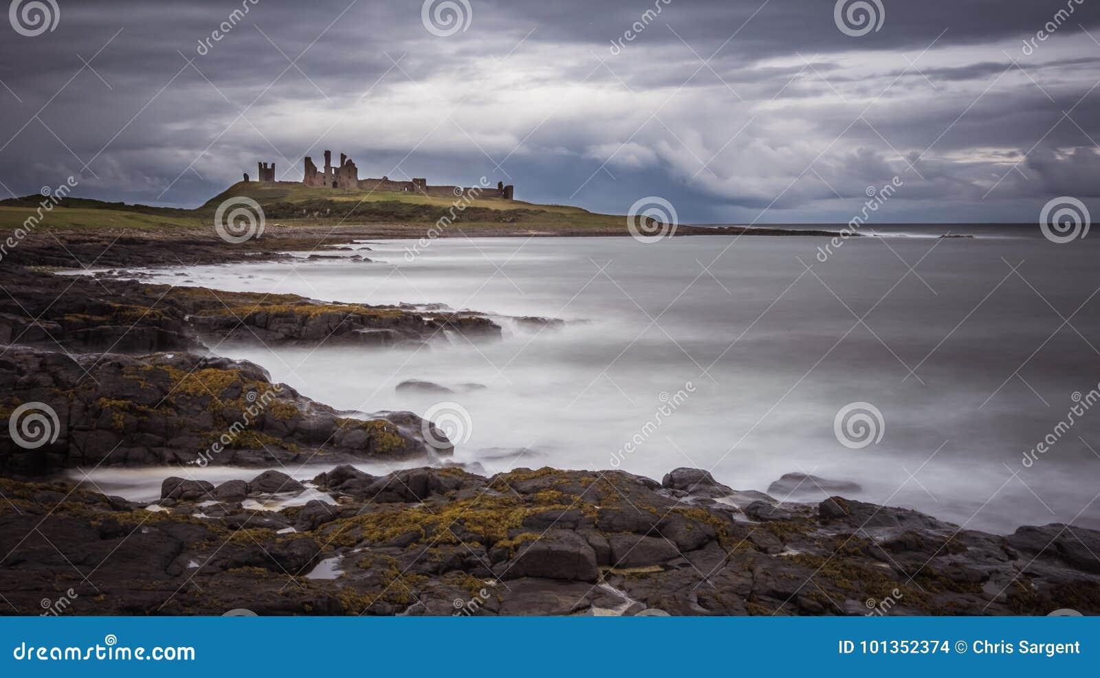 Dunstanburghkasteel naast het Overzees
