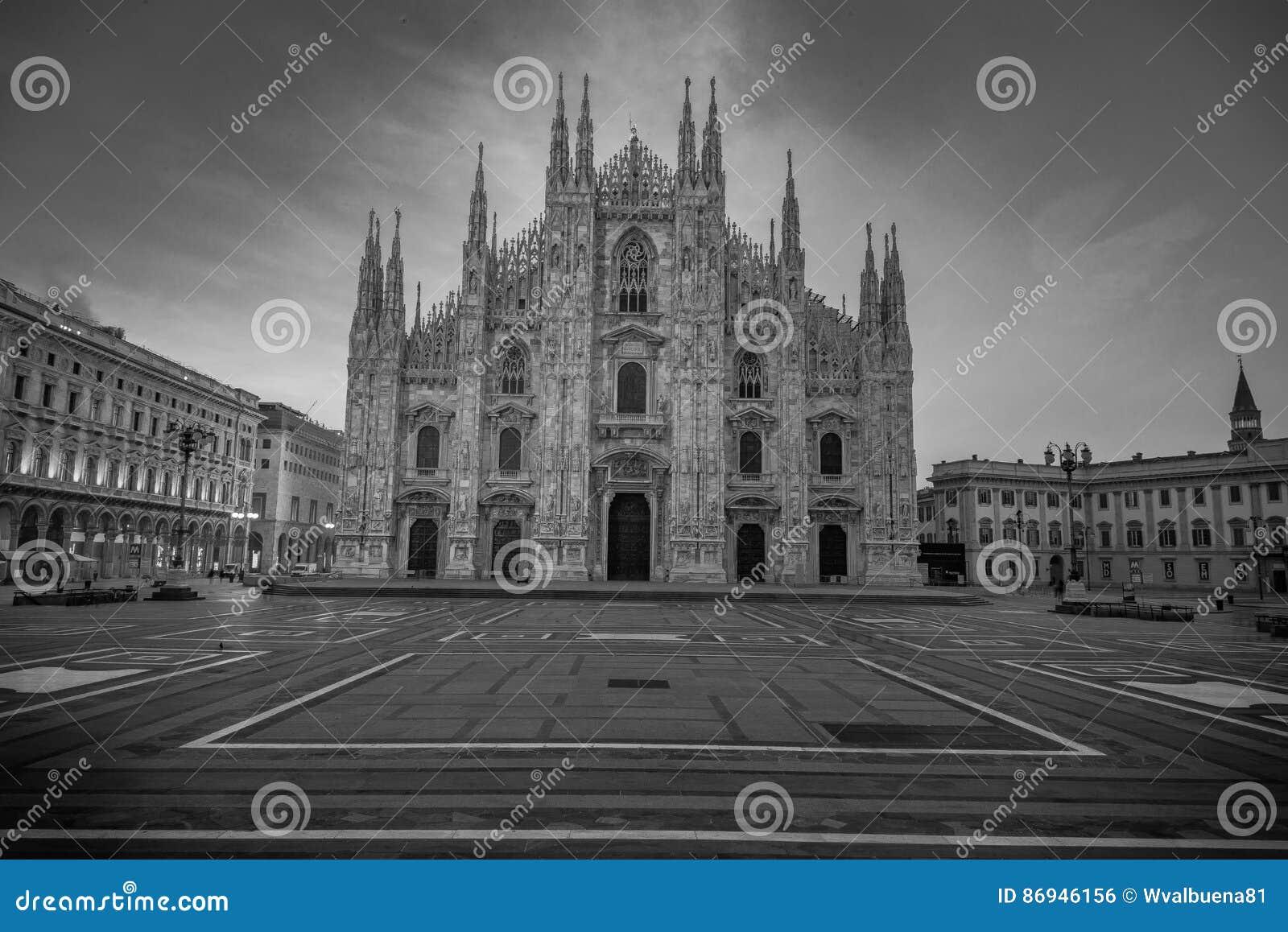 Duomo della piazza a Milano