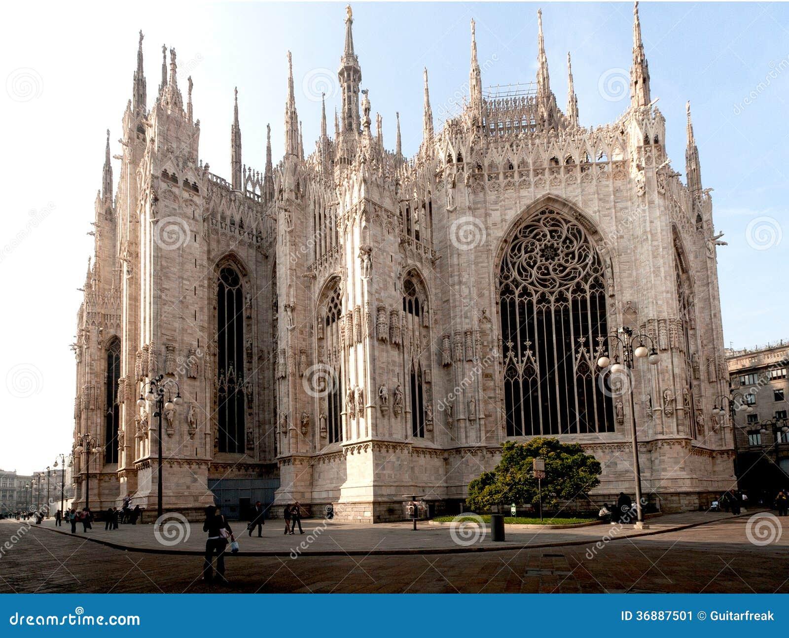 Download Duomo di EL immagine stock. Immagine di bianco, alto - 36887501