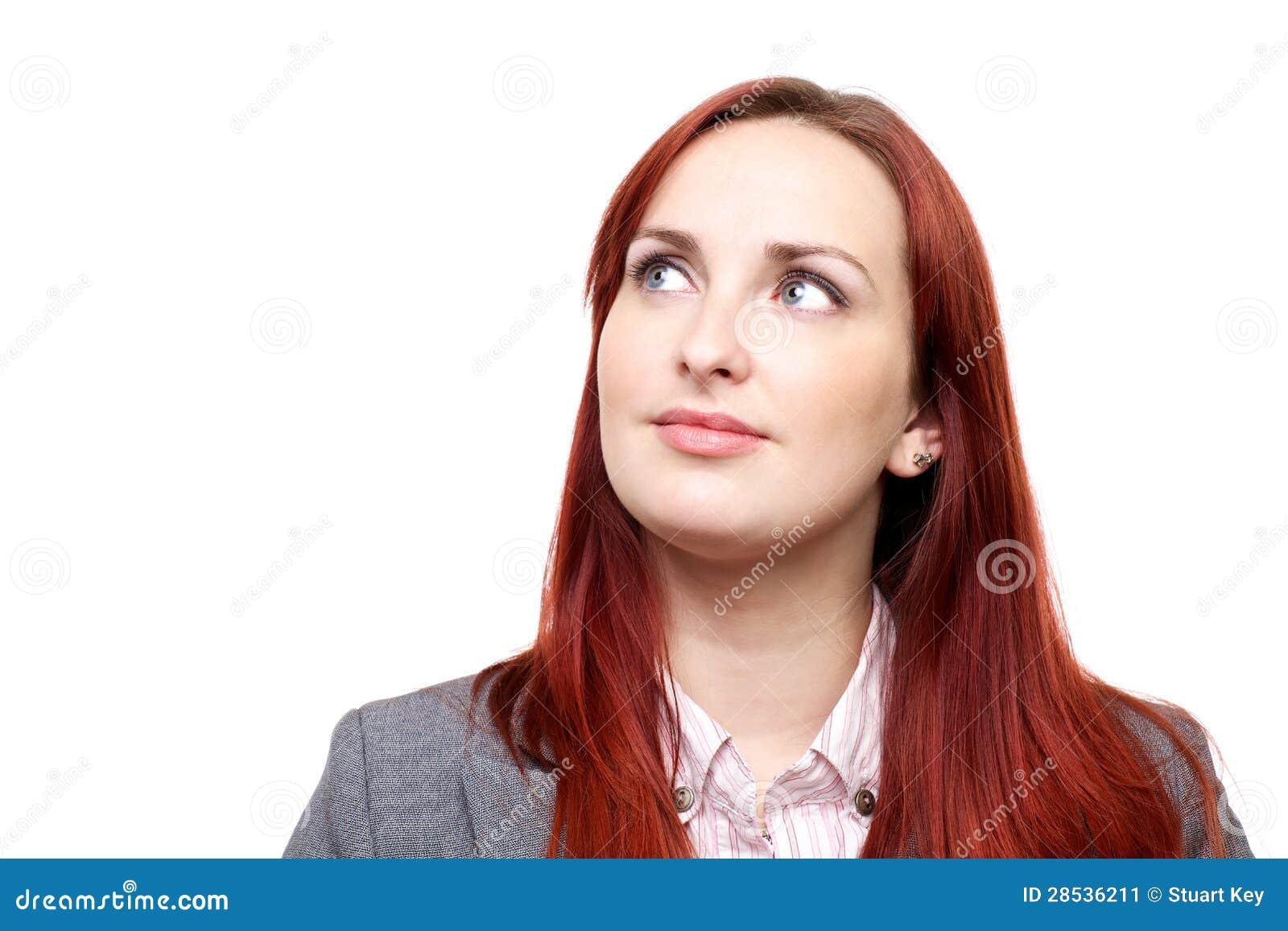 Durchdachte Frau, oben schauend
